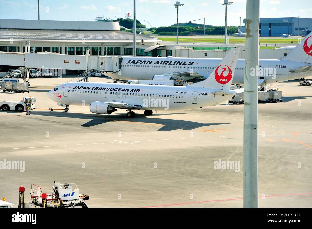 Japan Transocean Air, JTA, Boeing, B-737/400, JA8993, Pushback,  Naha Airport, Naha, Okinawa, Ryukyu Islands, Japan Stock Photo