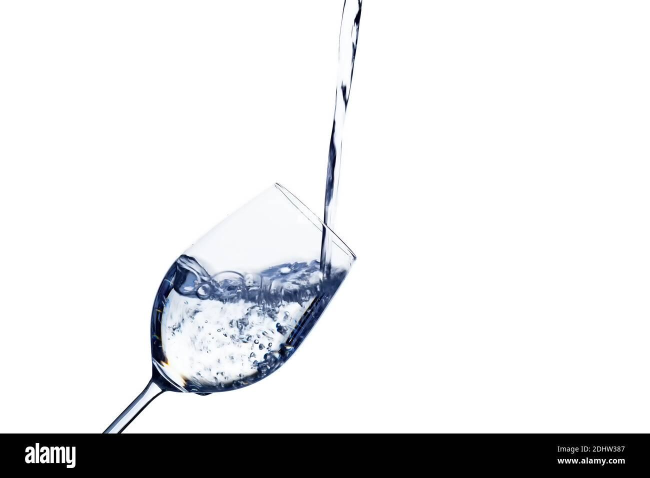 Ein Glas mit Wasser vor weissem Hintergrund, Symbolfoto für Trinkwasser, Wasserbedarf und Verbrauch, Glas, Stock Photo