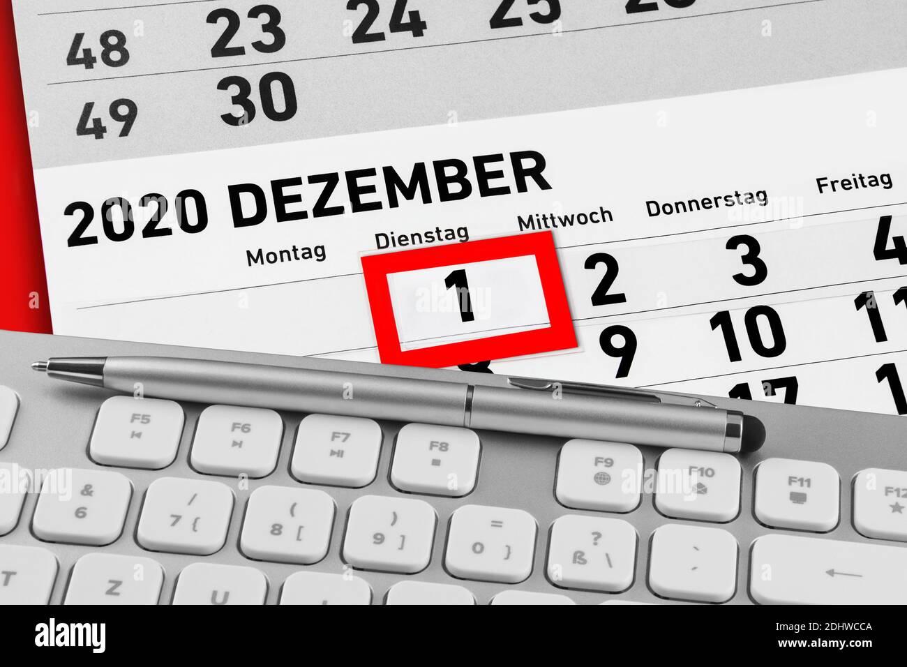 Kalender und Keyboard Dezember 2020 Stock Photo