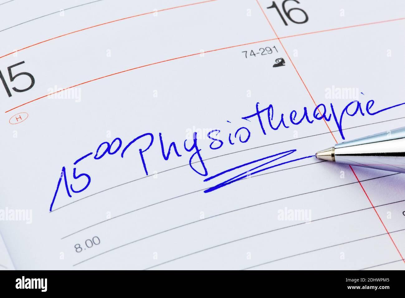 Ein Termin ist in einem Kalender eingetragen: Physiotherapie Stock Photo