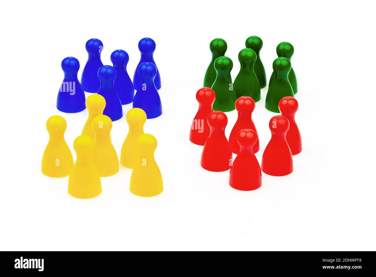 Integration durch Miteinander in der Gesellschaft. Gleichberechtigung und Harmonie im Team. Bunte Spielsteine, Stock Photo