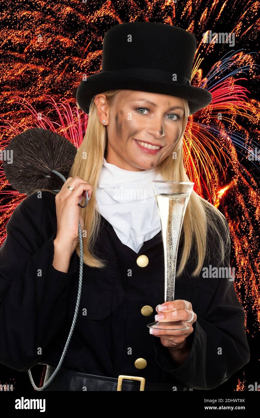 Weiblicher Schornsteinfeger vor Feuerwerk zu Silvester, Fotomontage, Stock Photo