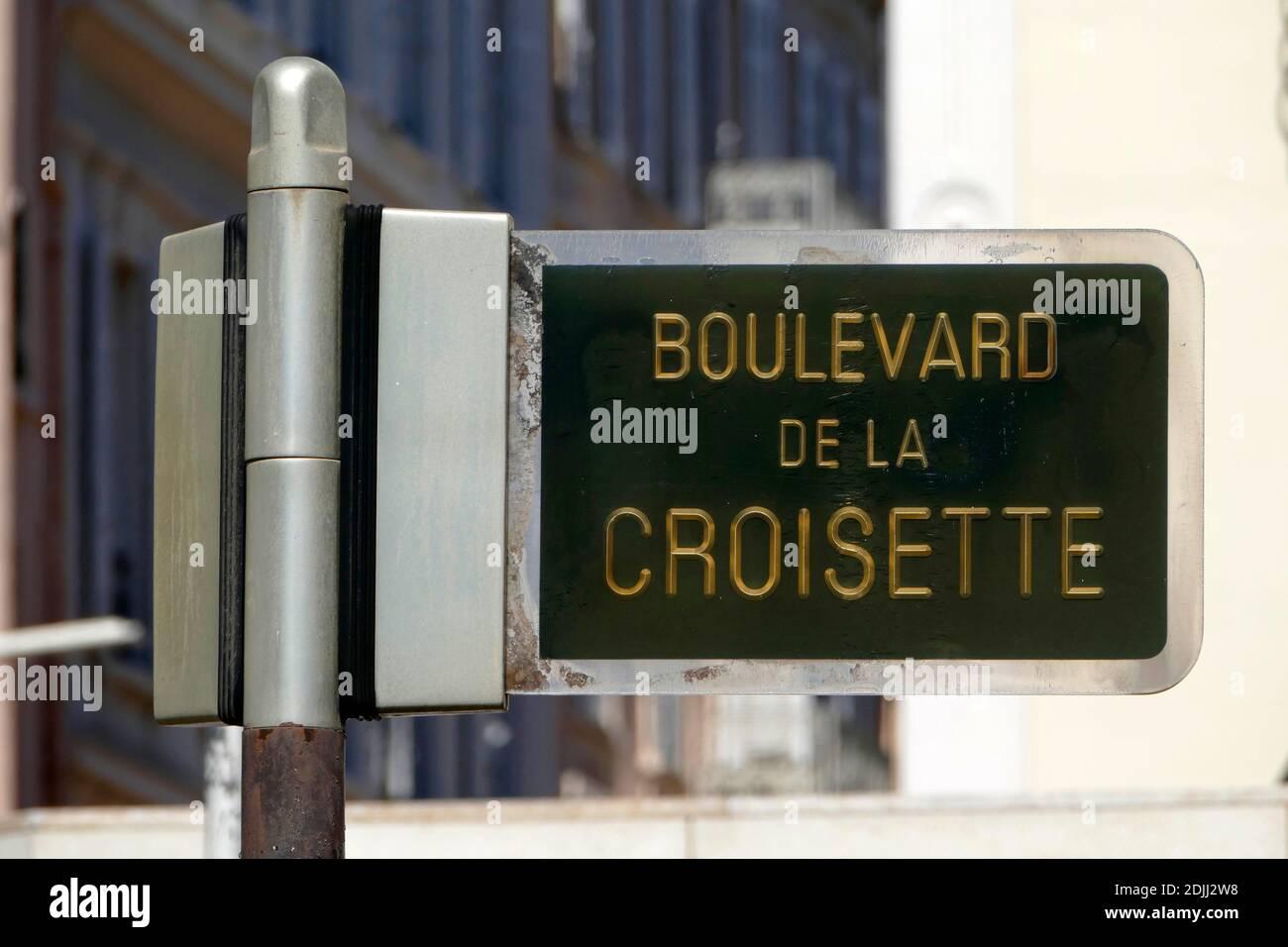 Boulevard de la Croisette, Cannes, Alpes-Maritimes, Provence-Alpes-Cote d'Azur, France Stock Photo