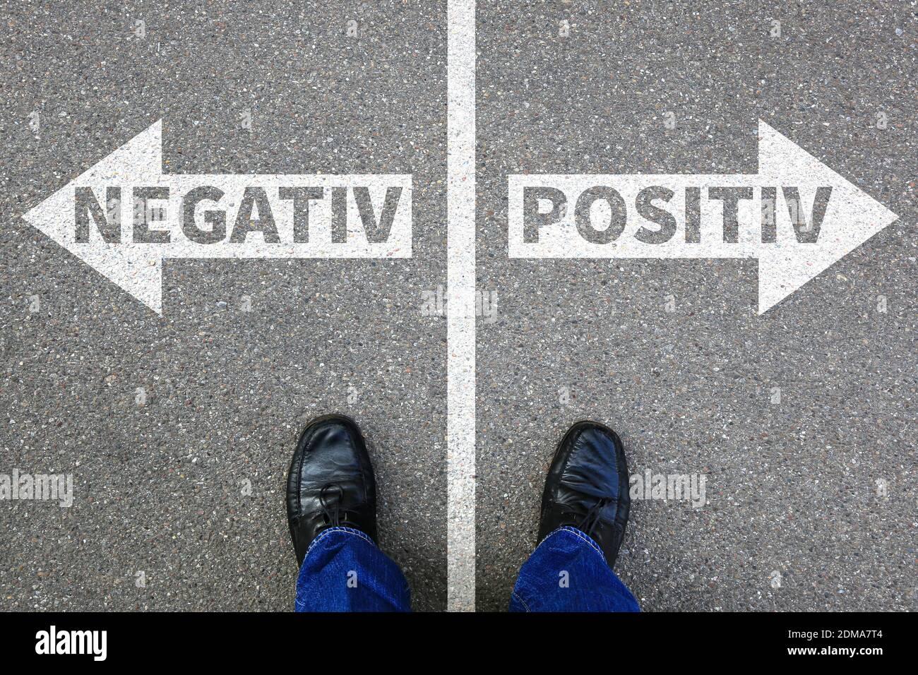 Negativ positiv gut schlecht Business Konzept denken Einstellung Entscheidung entscheiden Wahl Stock Photo