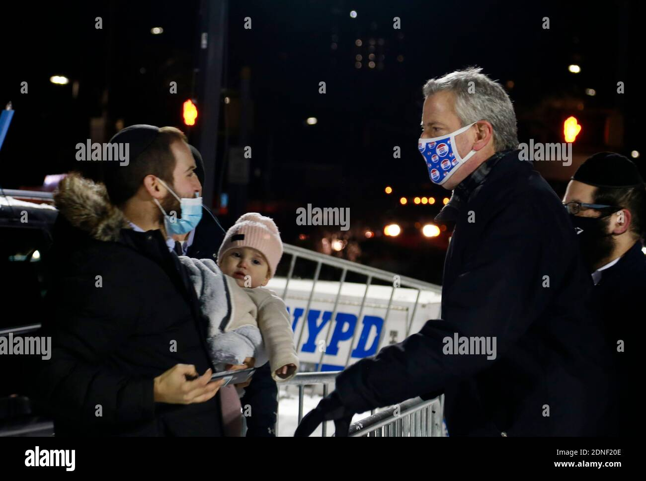 Brooklyn, New York, USA. 17th Dec, 2020. New York City Mayor Bill De Blasio attends the lighting of the largest Menorah in Brooklyn held at Grand Army Plaza in the Park Slope section of Brooklyn, New York City on December 17, 2020. Credit: Mpi43/Media Punch/Alamy Live News Stock Photo