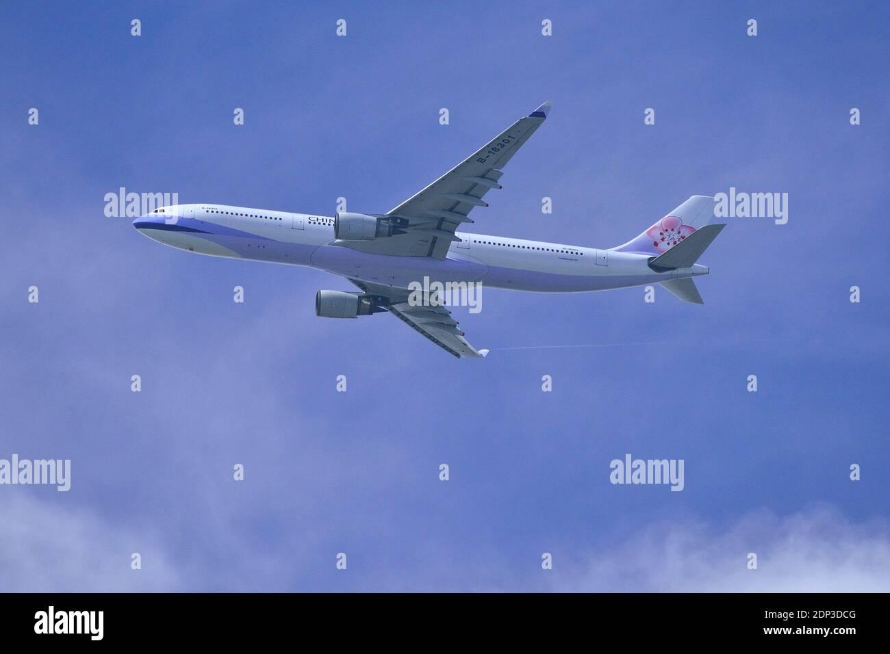 China Airlines, Taiwan, Airbus, A330-300, B-18301, Final approach, Landing, Tokyo Haneda Airport, Tokyo, Japan Stock Photo