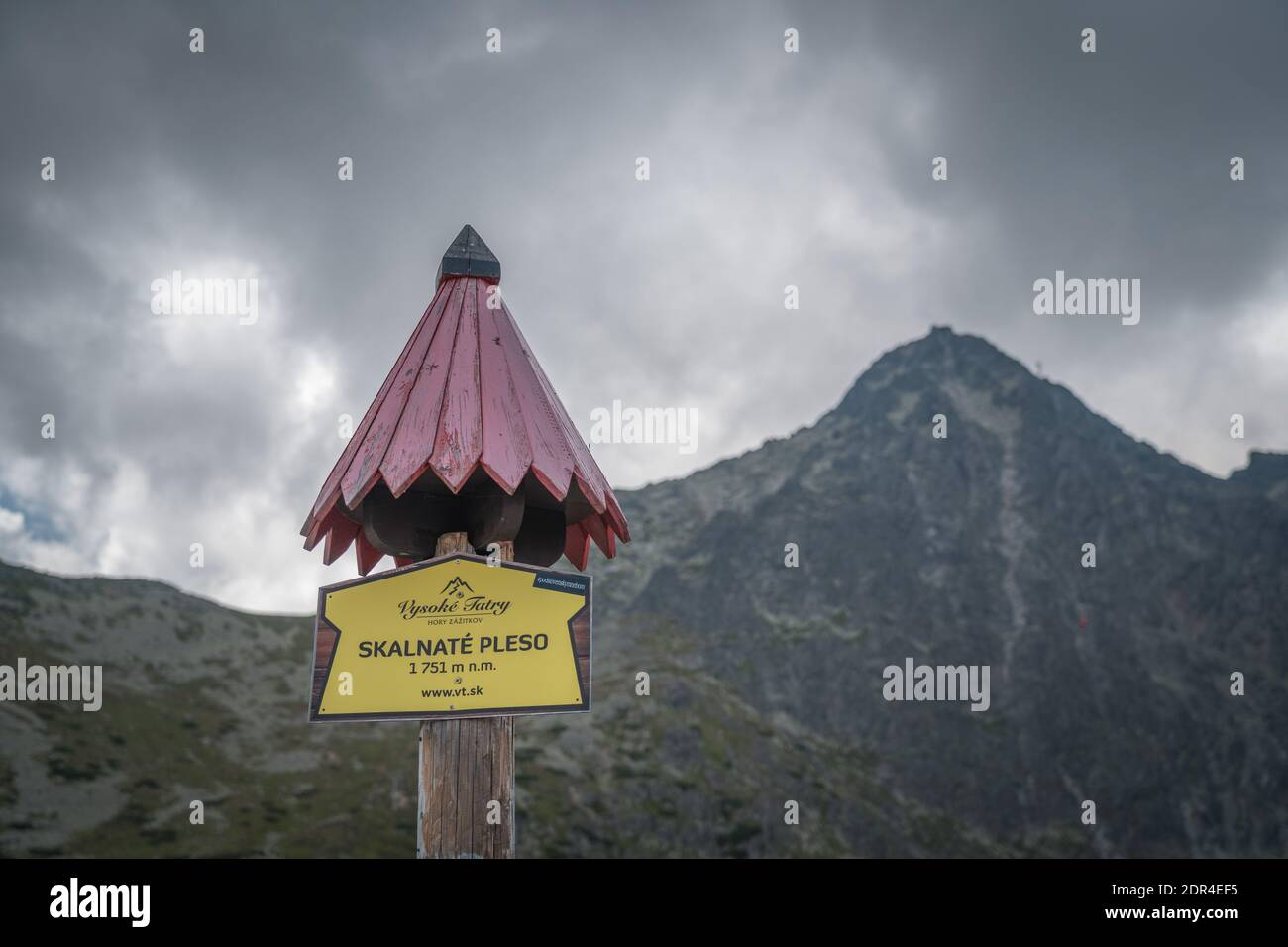 TATRANSKA LOMNICA, SLOVAKIA, AUGUST 2020 - Skalnate pleso sign on wooden pole with roof in Slovakia. It is a lake located in the High Tatras mountains Stock Photo