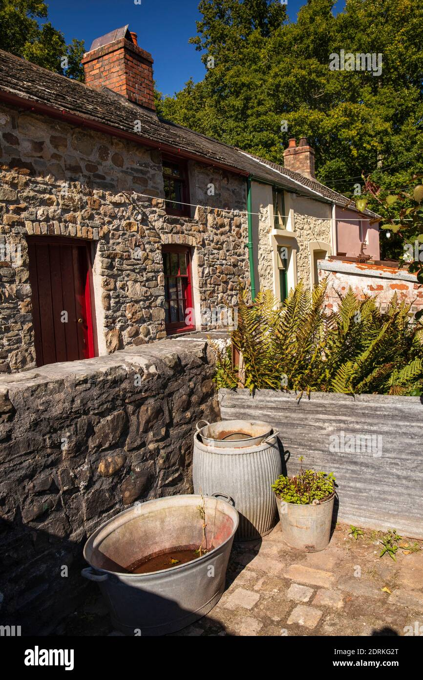 UK, Wales, Cardiff, St Fagans, National Museum of History, dolly tub and tin bath in back yard of 1795 Rhyd-y-Car Terrace, from Merthyr Tydfil Stock Photo
