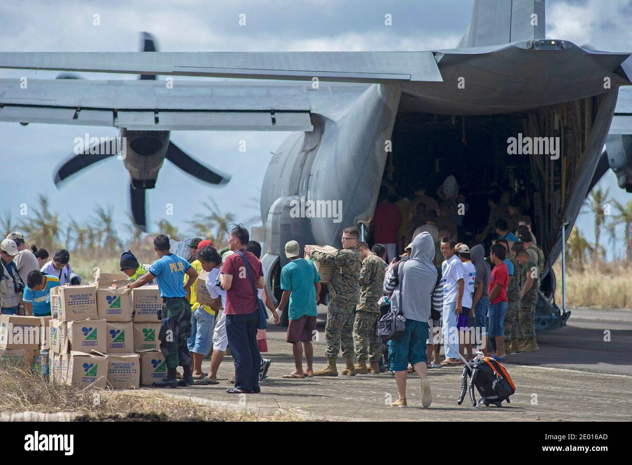 Guiuan, Eastern Samar Province, Republic of the Philippines (Nov. 16, 2013) Sailors from the U.S. Navy's forward-deployed aircraft carrier USS George Washington (CVN 73) alongside Marines and Filipino civilians help unload supplies from an HC-130 Hercules from Marine Wing Support Squadron (MWSS) 172 in support of Operation Damayan. The George Washington Strike Group supports the 3rd Marine Expeditionary Brigade to assist the Philippine government in response to the aftermath of the Super Typhoon Haiyan in the Republic of the Philippines. Photo by US Navy via ABACAPRESS.COM Stock Photo