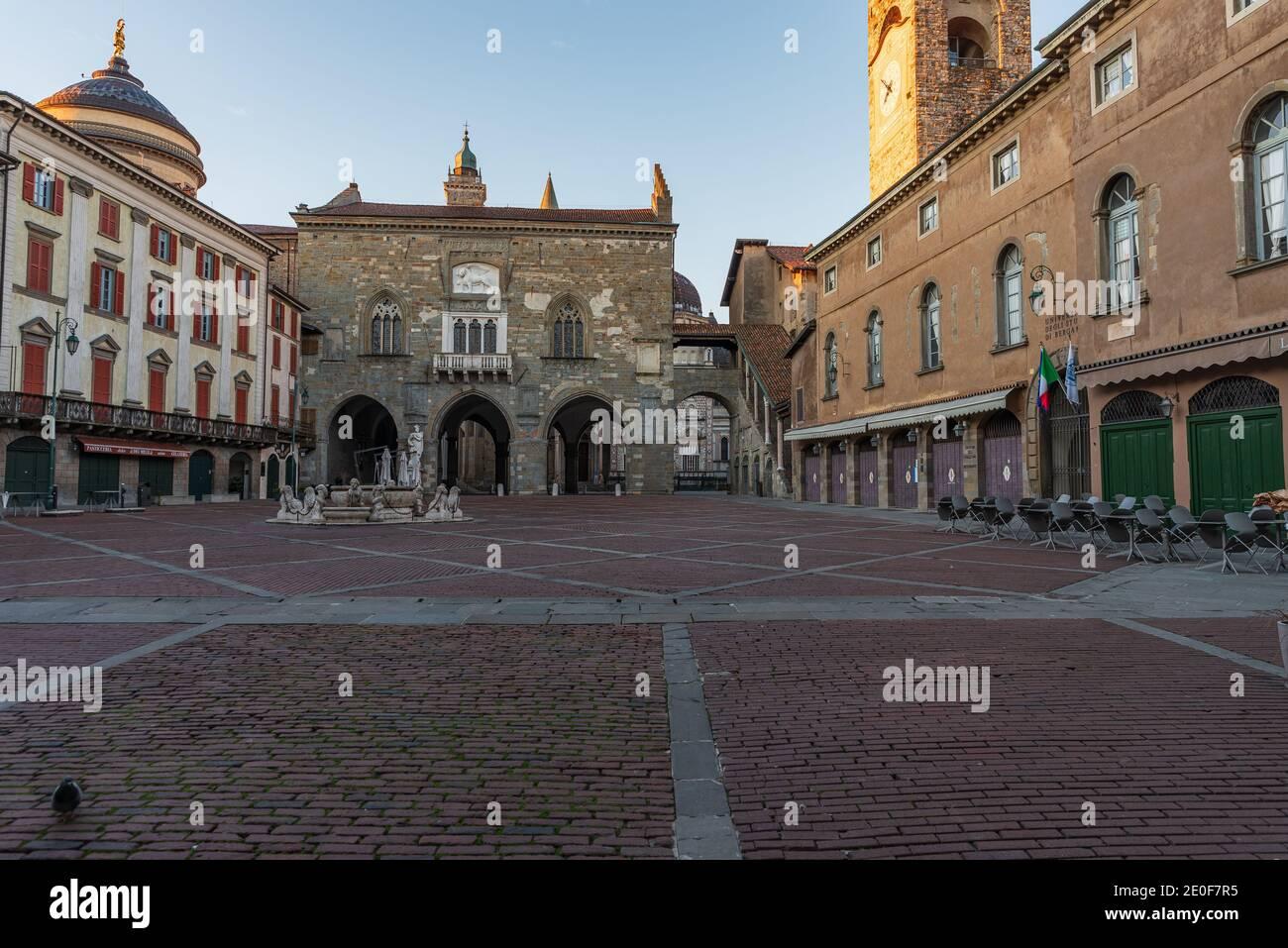 Panorama of Piazza Vecchia with the Contarini Fountain and in the background the Palazzo della Ragione in Piazza Vecchia in Bergamo Alta, Italy Stock Photo
