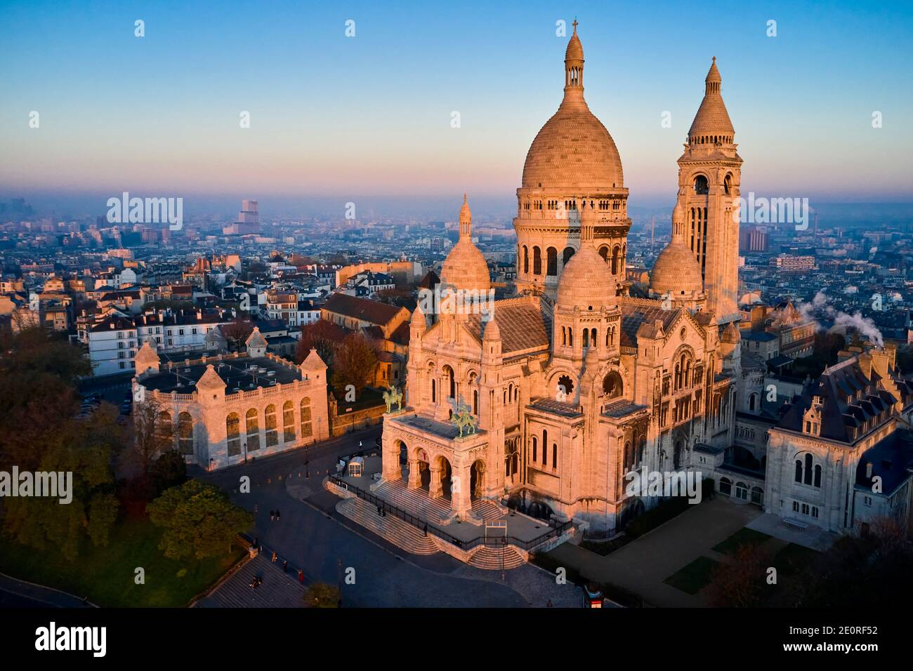 France, Paris (75), the basilica of the Sacre Coeur on the hill of Montmartre Stock Photo