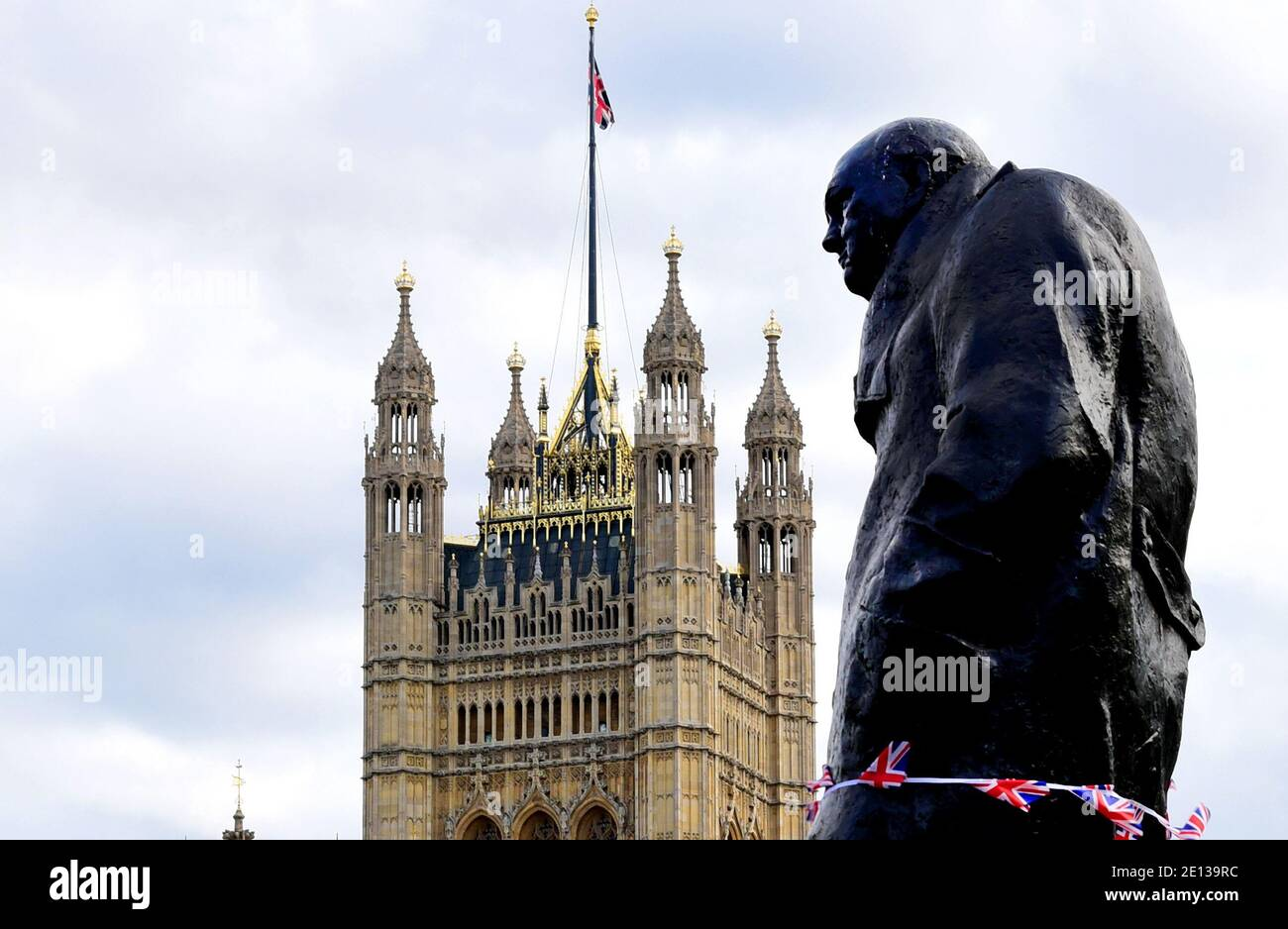 London, UK. 07th Sep, 2019. A monument of Winston Churchill, former Prime Minister of Great Britain, in front of the Victoria Tower of Westminster Palace. Credit: Waltraud Grubitzsch/dpa-Zentralbild/ZB/dpa/Alamy Live News Stock Photo