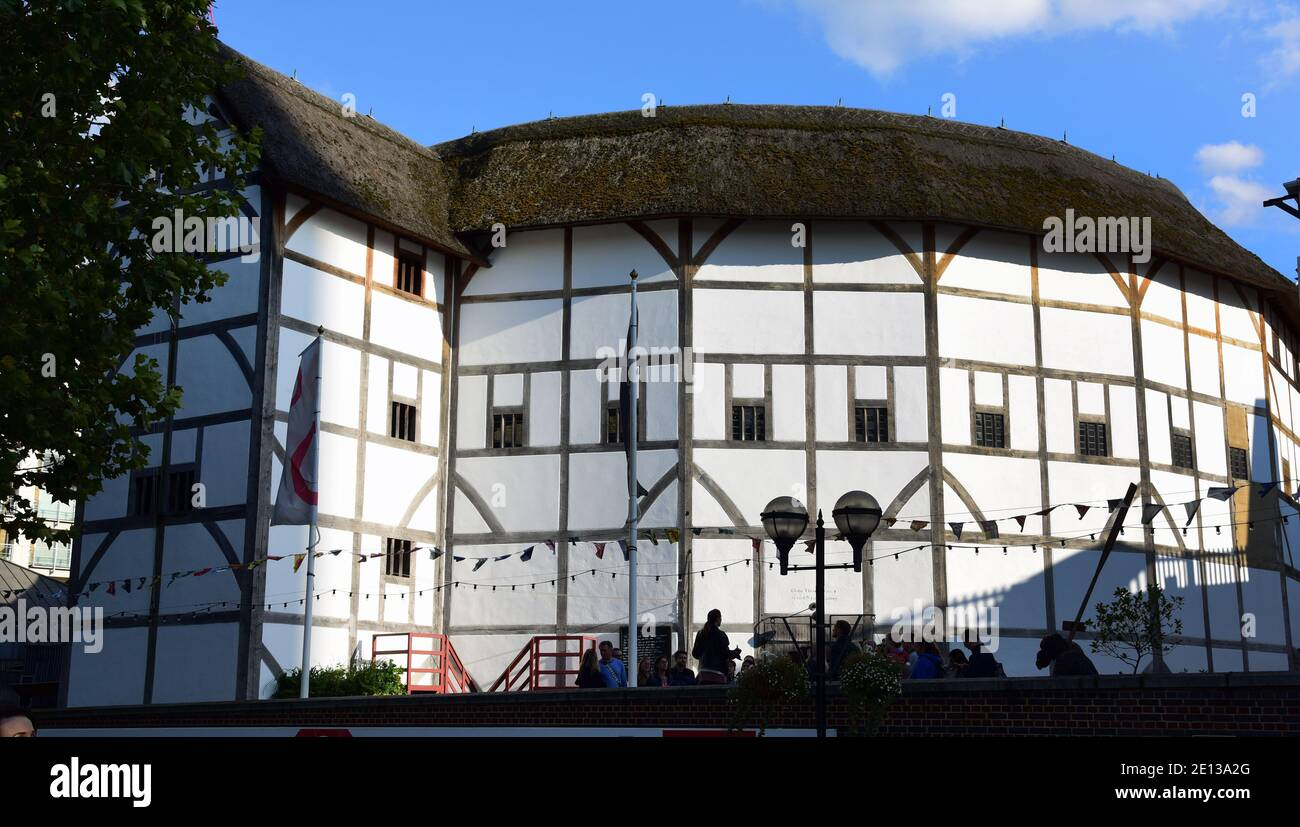 London, UK. 07th Sep, 2019. View of the Shakespeare Globe Theatre. The theatre is covered with straw. Since the Wieddereröffnun 1997, the dramas are to be experienced here again under the open sky. Credit: Waltraud Grubitzsch/dpa-Zentralbild/ZB/dpa/Alamy Live News Stock Photo