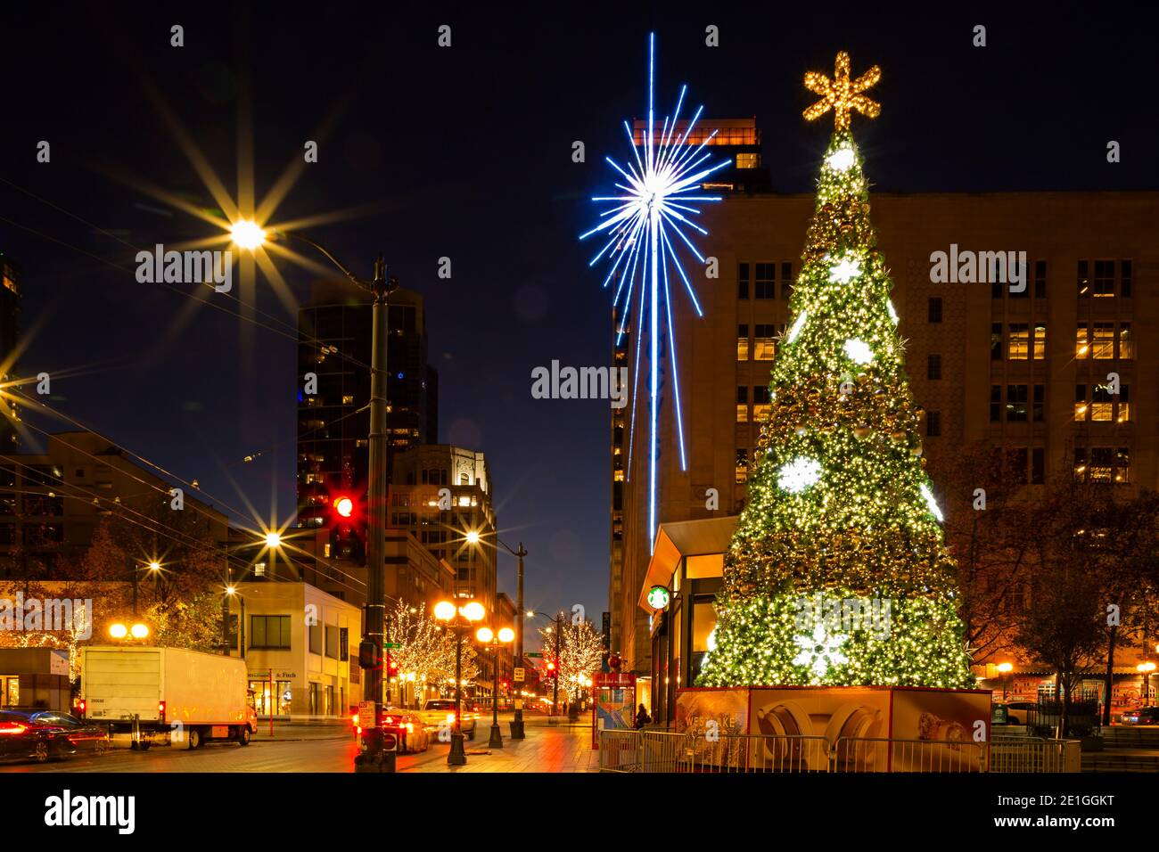 Westlake Center Christmas 2021 Wa19039 00 Washington The Westlake Center Tree And The Seattle Star Located Across The Street From The Westlake Park In Downtown Seattle Stock Photo Alamy