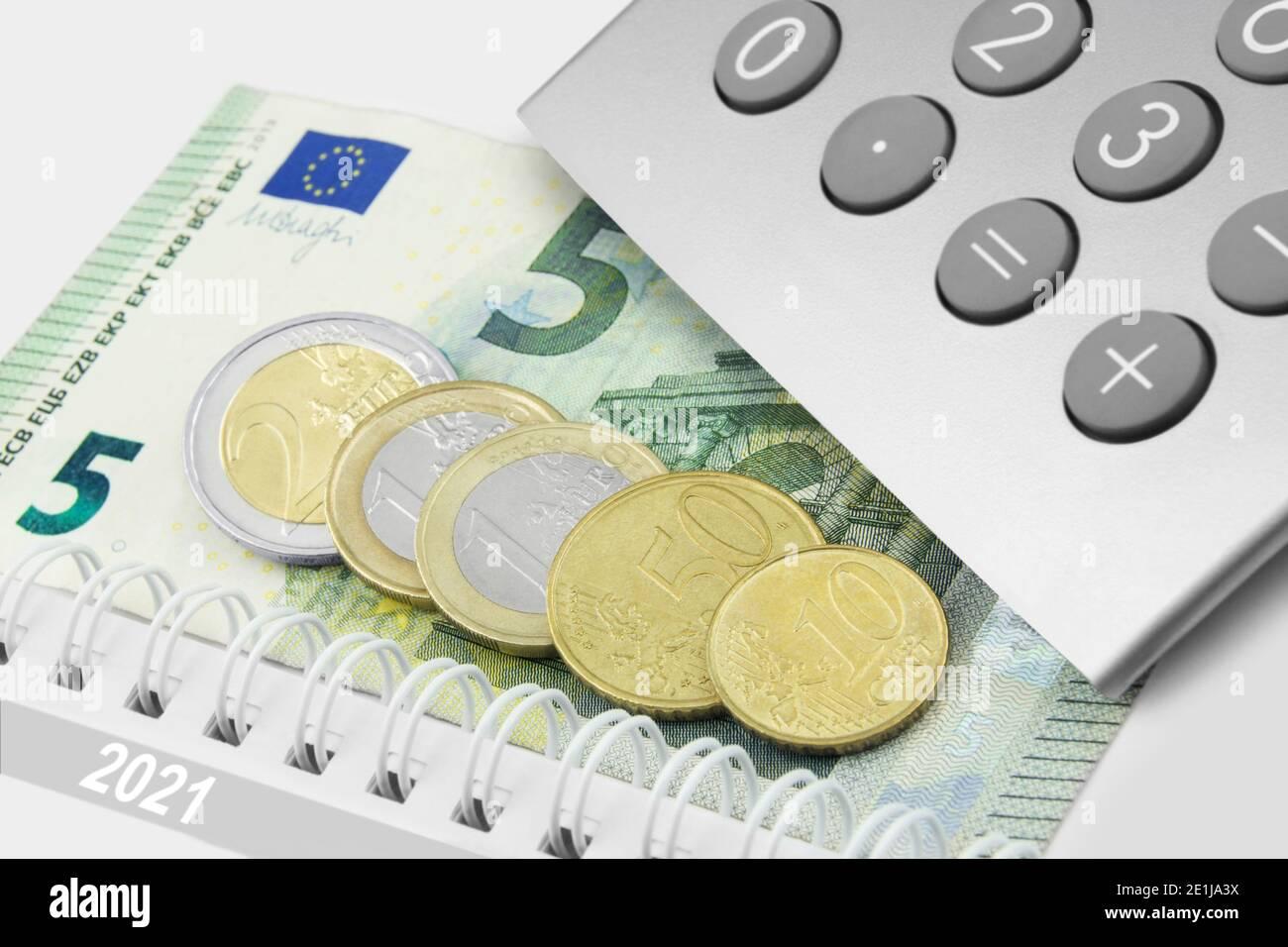 Deutschland 2021 Mindestlohn 9,60 Euro und Rechner Stock Photo