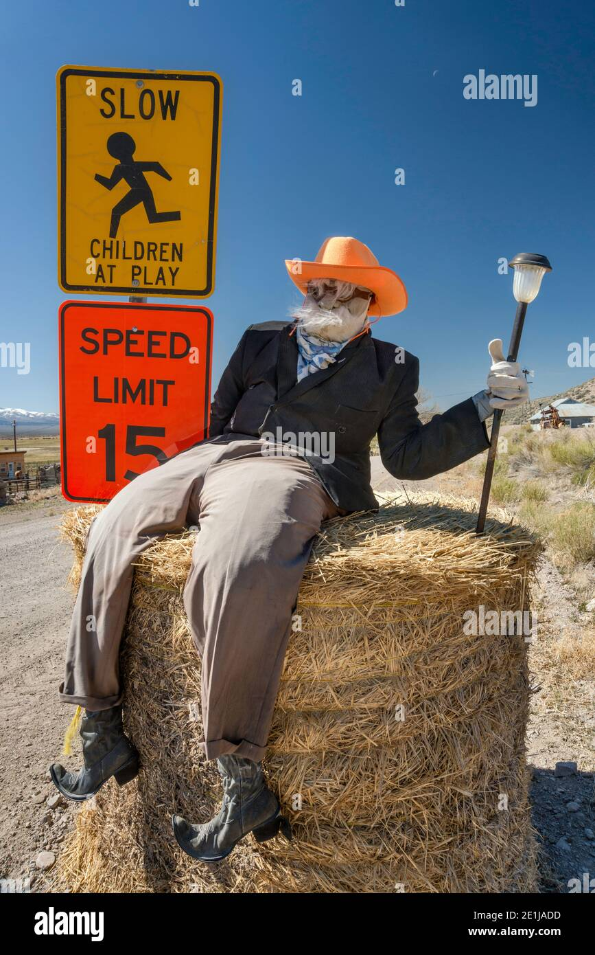 Man of hay figure at speed limit warning sign, near Reese River Cabins, Reese River Valley, west of Austin, Nevada, USA Stock Photo