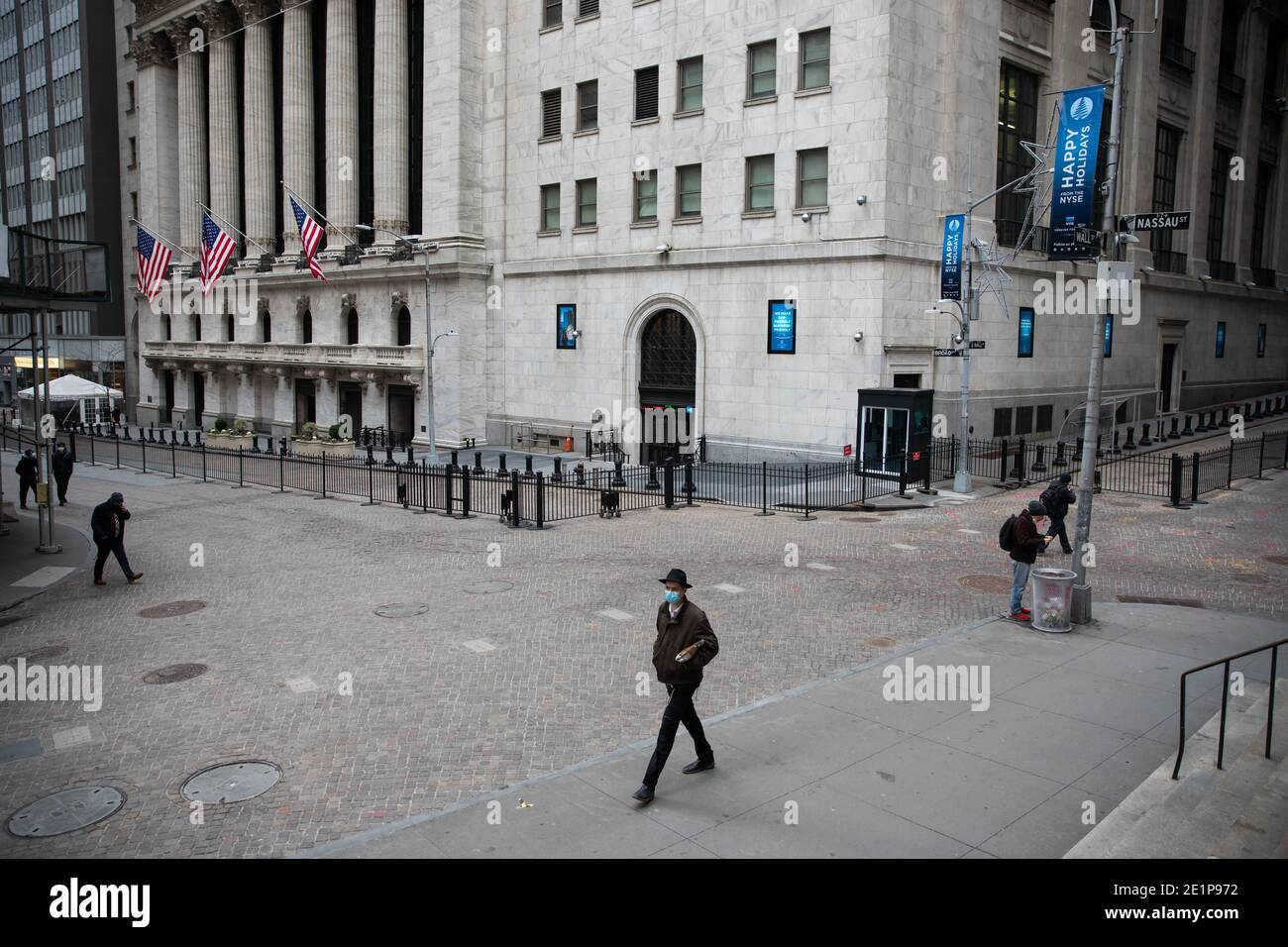 New York, USA. 8th Jan, 2021. Pedestrians walk in front of the New York Stock Exchange (NYSE), in New York, United States, Jan. 8, 2021. U.S. employers slashed 140,000 jobs in December, the first monthly decline since April 2020, as the recent COVID-19 spikes disrupted labor market recovery, the Labor Department reported Friday. The unemployment rate, which has been trending down over the past seven months, remained unchanged at 6.7 percent, according to the monthly employment report. Credit: Michael Nagle/Xinhua/Alamy Live News Stock Photo