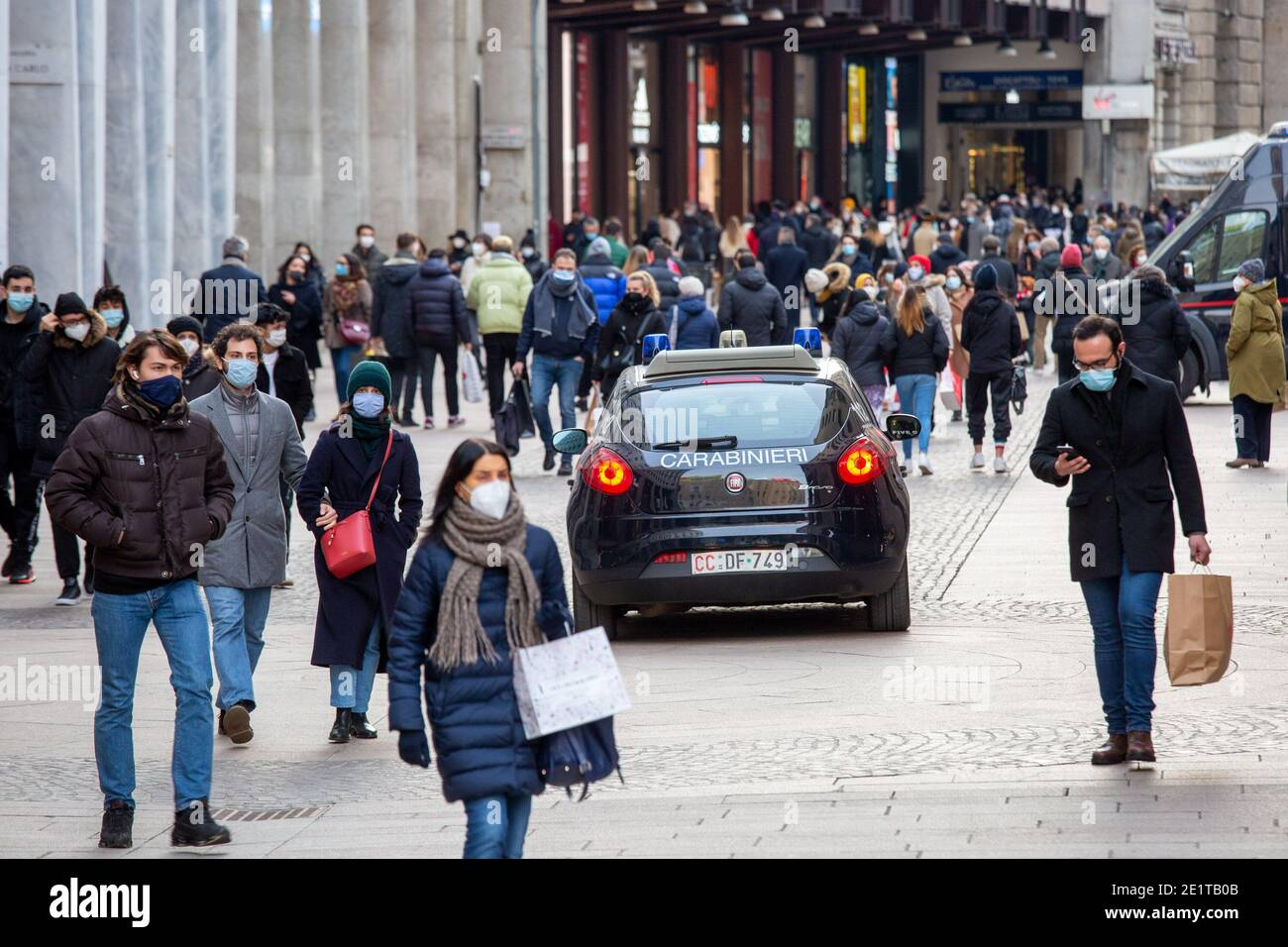 Milan, Italy. 09th Jan, 2021. Milan, orange area, crowds and shopping in the center for the first Saturday of winter sales Editorial Usage Only Credit: Independent Photo Agency/Alamy Live News Stock Photo