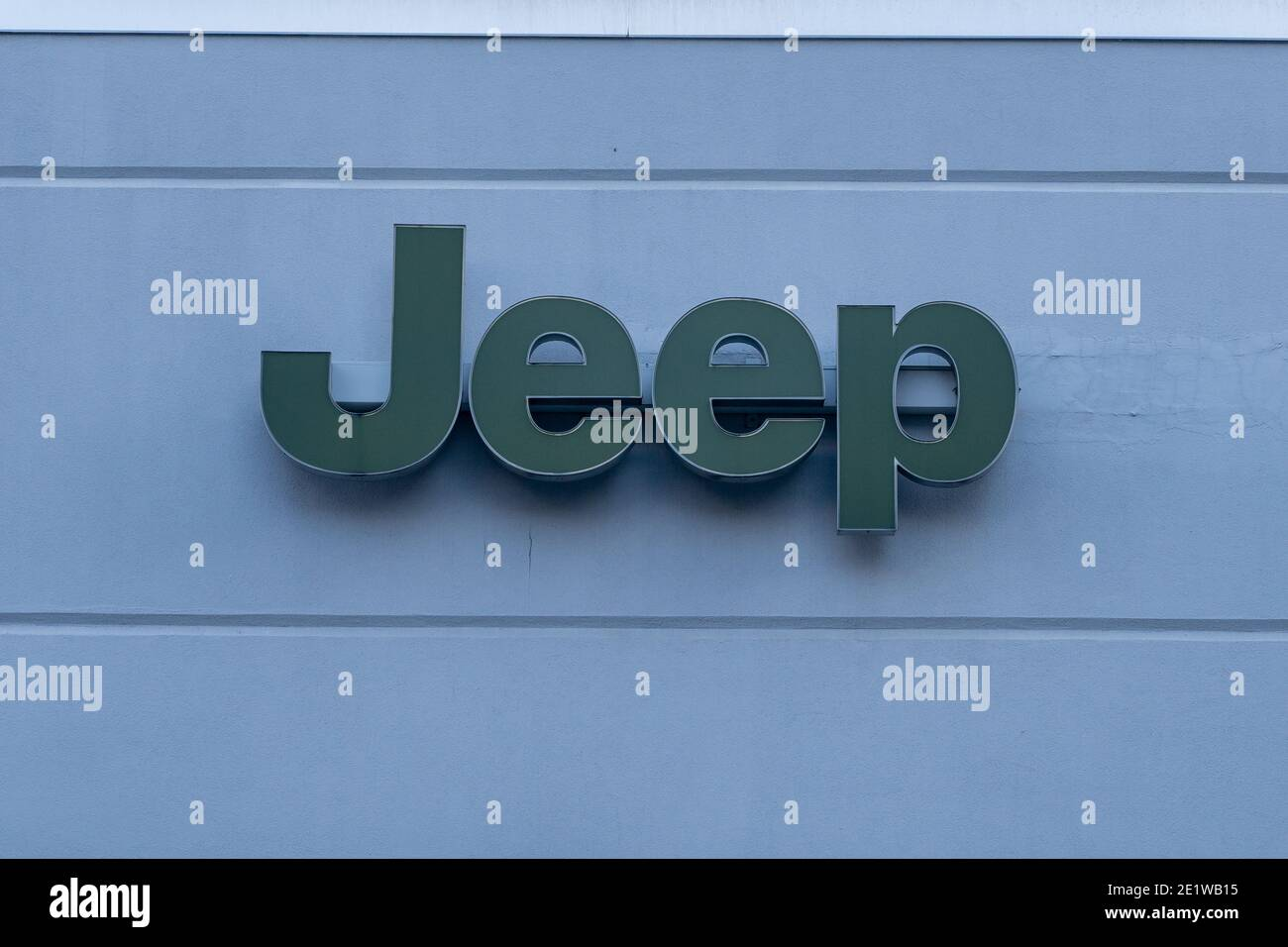 NEW YORK, NY – JANUARY 07, 2021: Jeep logo seen at a dealership on Manhattan's Upper West Side. Stock Photo