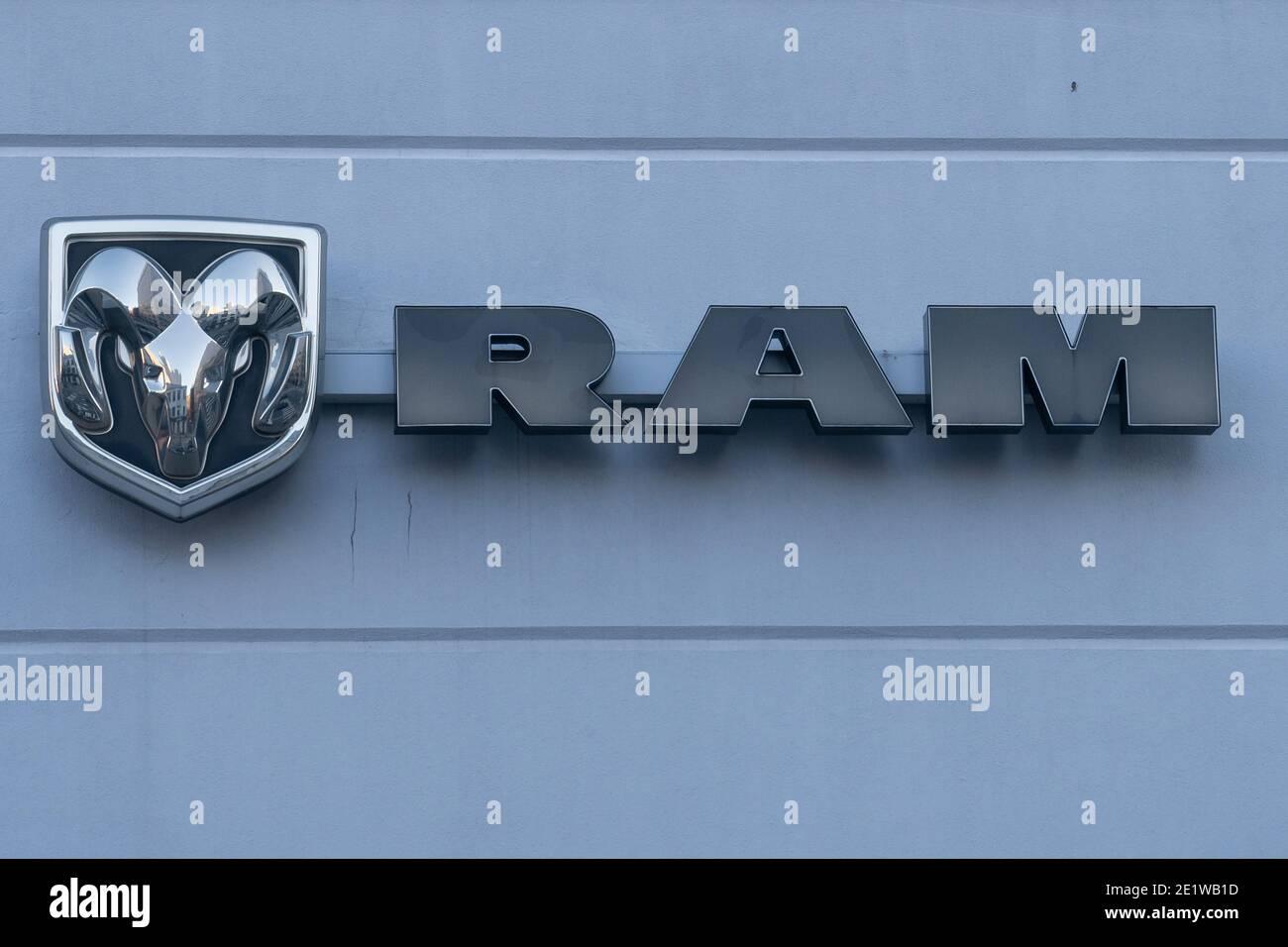 NEW YORK, NY – JANUARY 07, 2021: Ram logo seen at a dealership on Manhattan's Upper West Side. Stock Photo