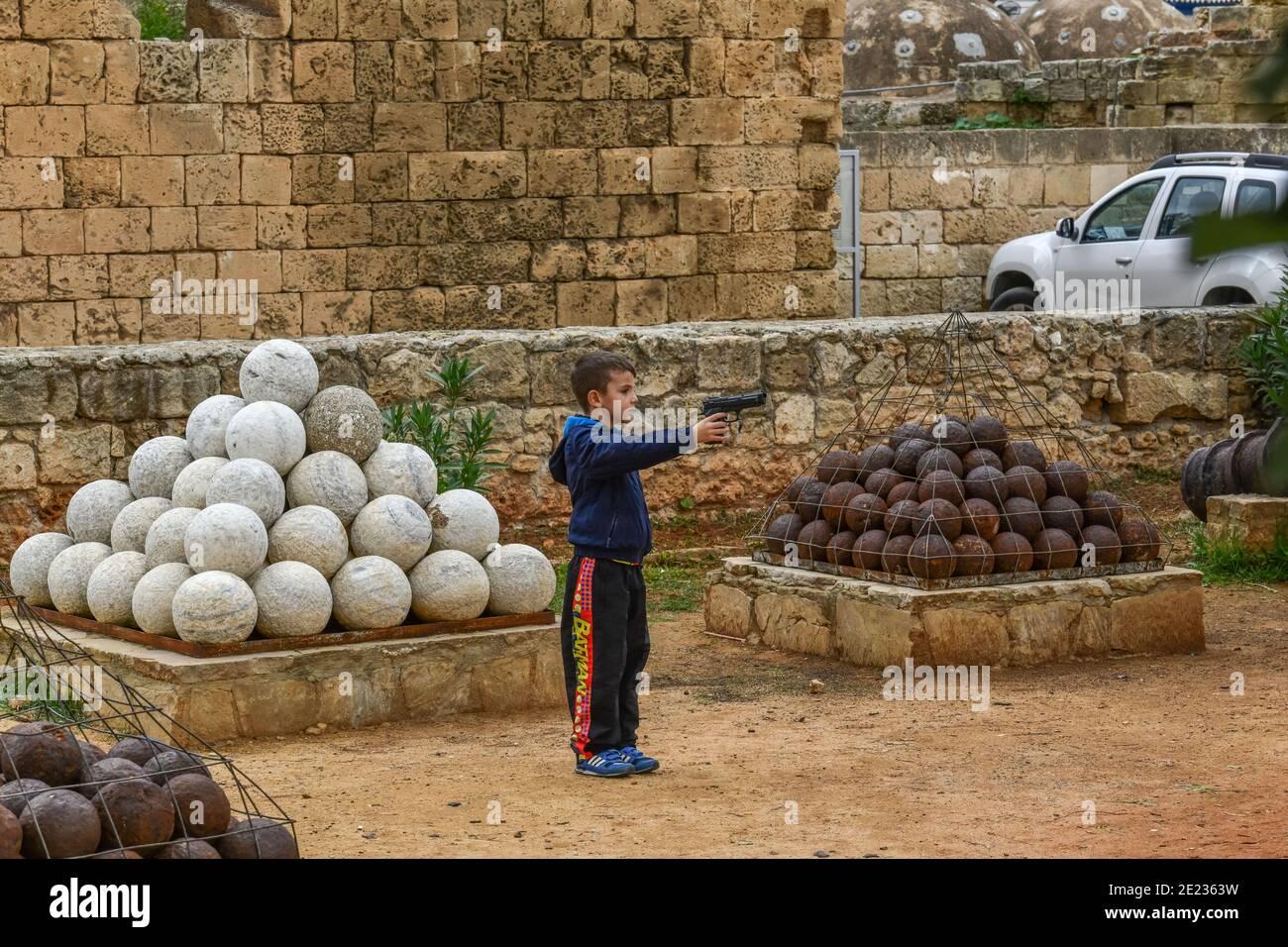 Kind Kanonenkugeln, Famagusta,Tuerkische Republik Nordzypern Stock Photo