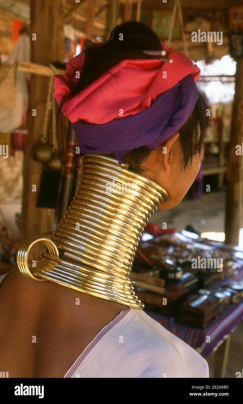 Thailand: A Padaung (Long Neck Karen) woman in her neck rings in a village near Mae Hong Son. The Padaung or Kayan Lahwi or Long Necked Karen are a subgroup of the Kayan, a mix of Lawi, Kayan and several other tribes. Kayan are a subgroup of the Red Karen (Karenni) people, a Tibeto-Burman ethnic minority of Burma (Myanmar). Stock Photo