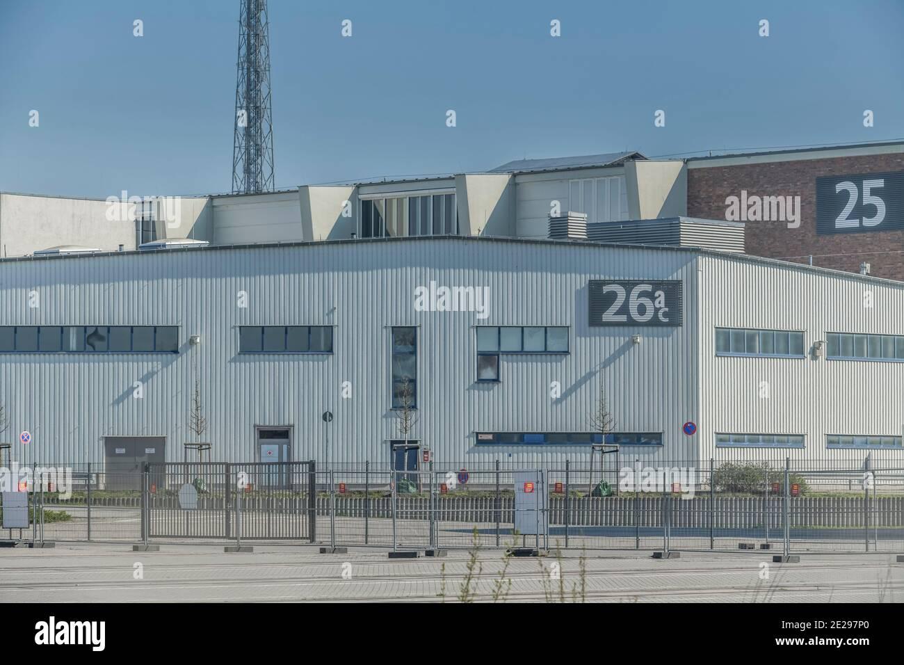 Berlin in Zeiten der Corona-Krise, 25.03.2020. Hier: Messehalle 26. Hier soll ein Krankenhaus für Corona-Kranke entstehen. Westend, Charlottenburg, Be Stock Photo
