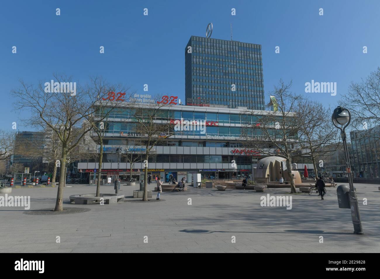 Berlin in Zeiten der Corona-Krise, 25.03.2020. Hier: Der menschenleere Breitscheidplatz, Charlottenburg, Berlin, Deutschland Stock Photo