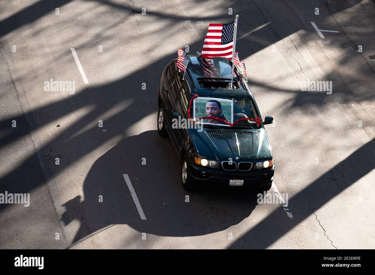 Sacramento, CA, USA. 18th Jan, 2021. 100Õs of cars drive past the state capitol during the #ReclaimMLK Day car caravan in celebration of Martin Luther King Jr.Õs birthday sponsored by Black Lives Sacramento and NCAAP on Monday, Jan. 18, 2021 in Sacramento. Credit: Paul Kitagaki Jr./ZUMA Wire/Alamy Live News Stock Photo