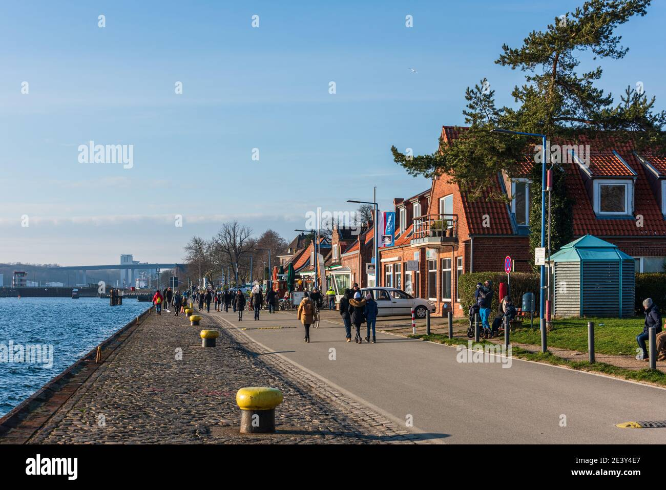 Impressionen aus Kiel Der Tiessenkai in Kiel-Holtenau am Eingang zur Kieler Schleuse in den Nord-Ostsee-Kanal Stock Photo