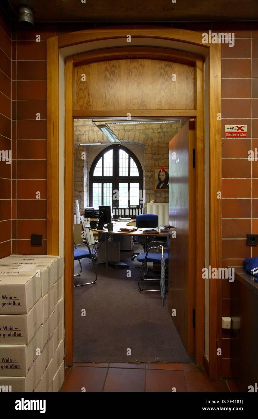 Küche im ersten Obergeschoß, Blick zum Büro im Nordturm Stock Photo