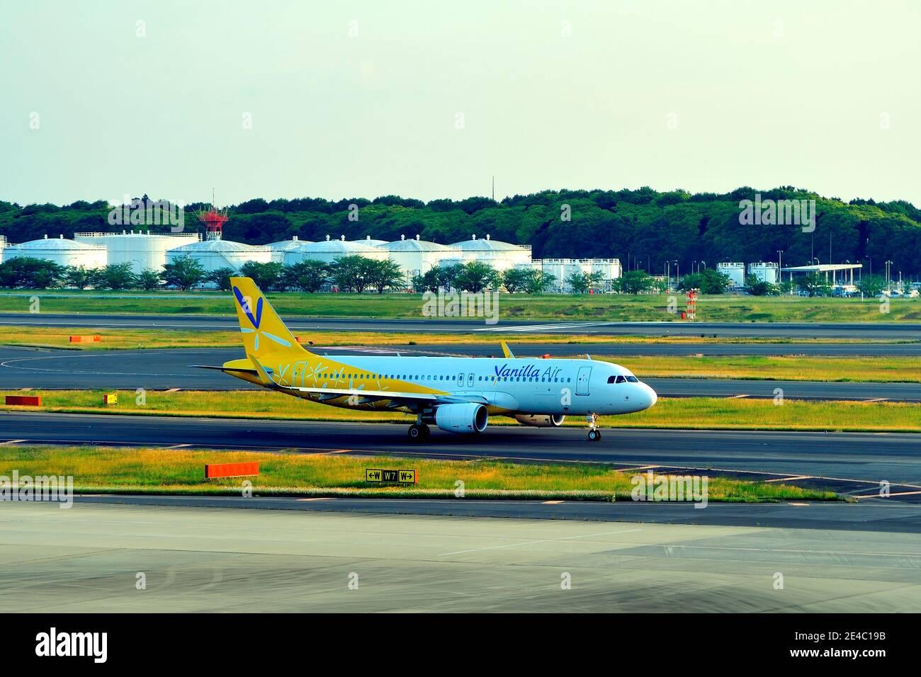 Vanilla Air, Airbus, A320, JA04VA, Taxiing, Narita Airport, Chiba, Japan Stock Photo