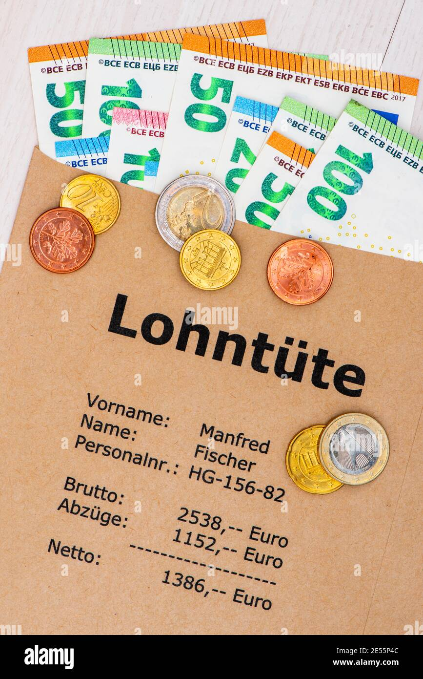 Lohntüte mit Euro Bargeld Stock Photo