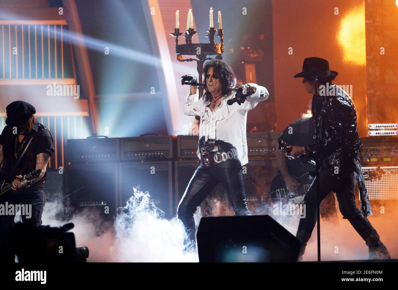 Joe Perry Alice Cooper Christmas Pudding 2021 Johnny Depp And Alice Cooper High Resolution Stock Photography And Images Alamy