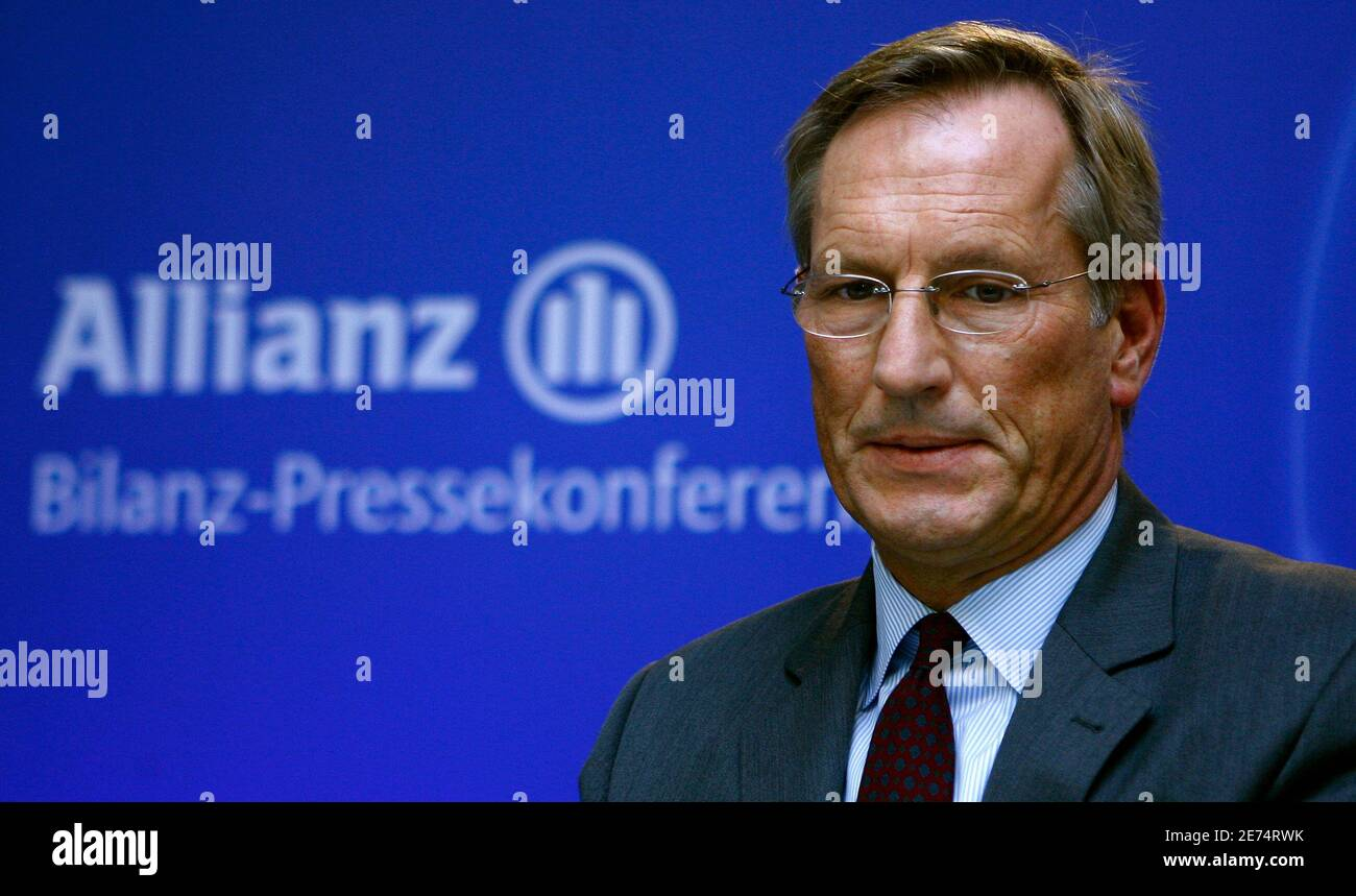 Michael Diekmann, CEO of Europe's biggest insurer Allianz SE, looks down during the company's annual news conference in Munich, February 26, 2009.   REUTERS/Alexandra Beier (GERMANY) Stock Photo