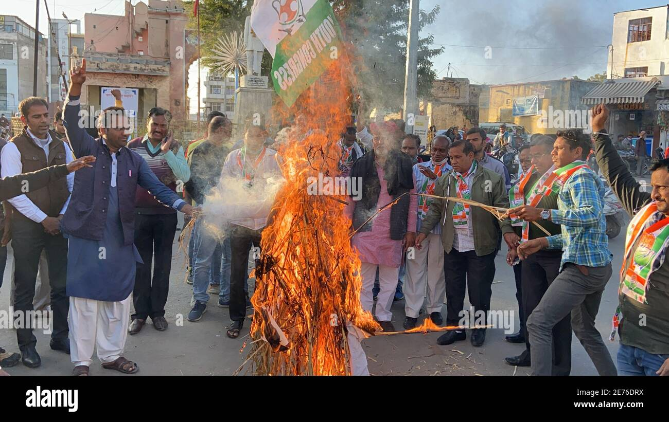 Beawar, India. 29th Jan, 2021. Congress workers raise slogans and burnt effigy of Indian Prime Minister Narendra Modi during a protest against Modi's central government's anti-farmers measures and riots, in Beawar. Farmers have been protesting at Delhi borders with Haryana and Uttar Pradesh since November last year to demand the scrapping of farm laws saying they will hurt their livelihoods. (Photo by Sumit Saraswat/Pacific Press) Credit: Pacific Press Media Production Corp./Alamy Live News Stock Photo
