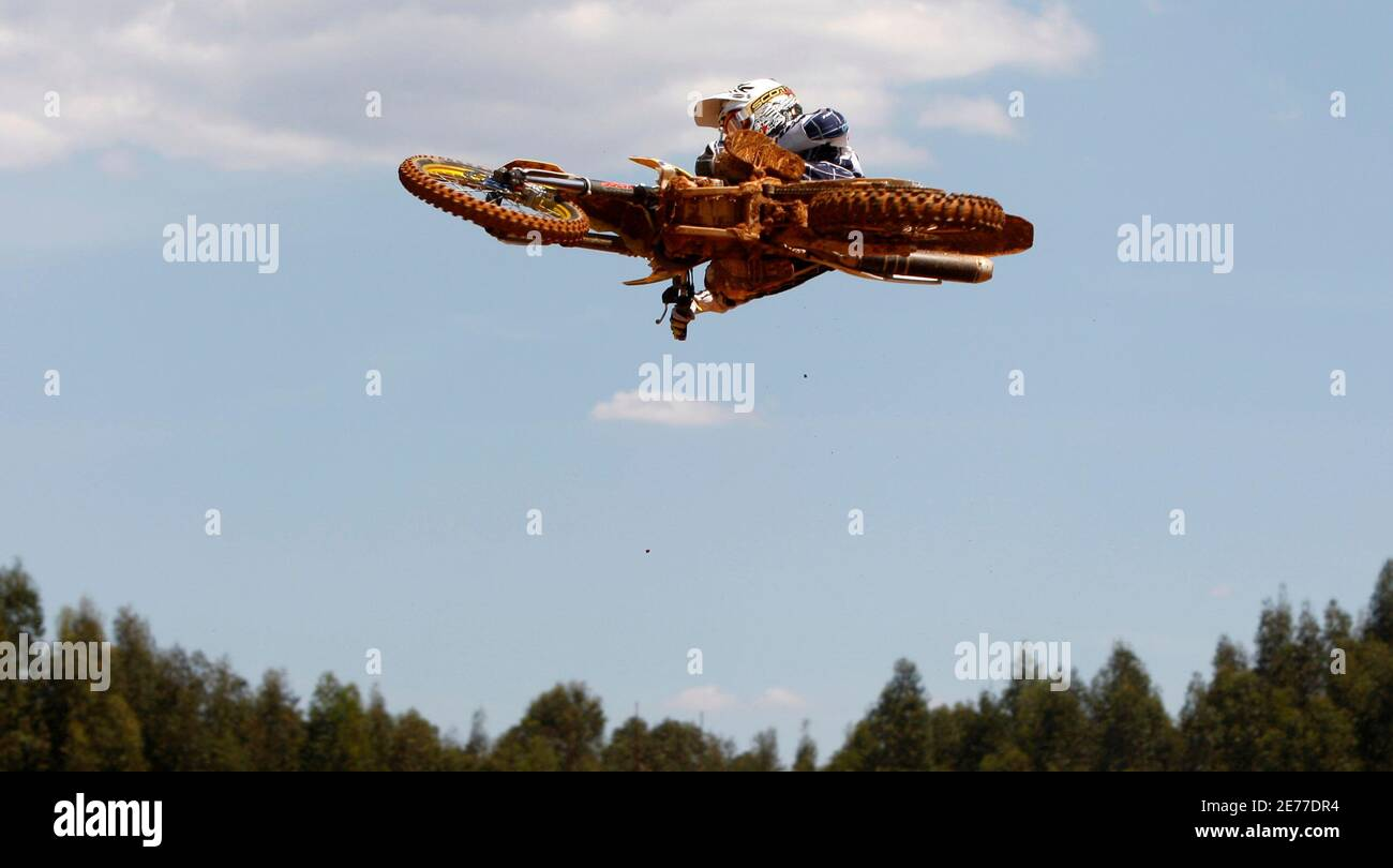 Suzuki's rider Clement Desalle of Belgium takes part in the free practice session for the Portugal Motocross MX1 Grand Prix in Agueda, northern Portugal, April 26, 2008. REUTERS/Jose Manuel Ribeiro (PORTUGAL) Stock Photo