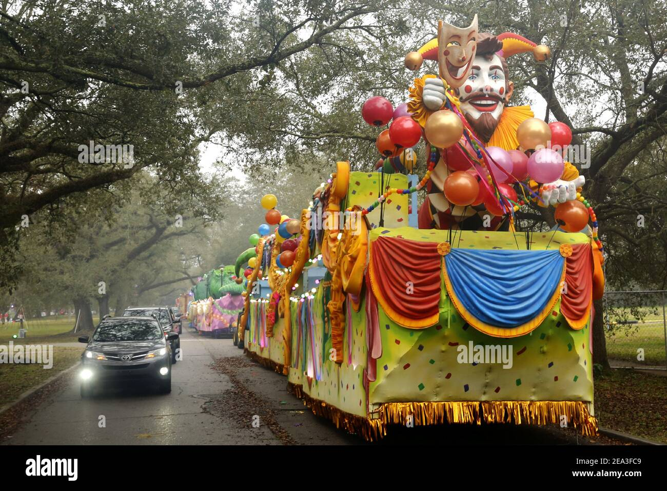 New Orleans, USA. 7th Feb, 2021. People in their vehicles take part in Floats in the Oaks event in New Orleans, Louisiana, the United States, on Feb. 6, 2021. As part of Mardi Gras celebrations, Floats in the Oaks event is held here from Feb. 4 to Feb. 14. Due to the COVID-19 pandemic, people can only participate in a parade-type event by viewing stationery floats from their vehicles this year. Credit: Lan Wei/Xinhua/Alamy Live News Stock Photo