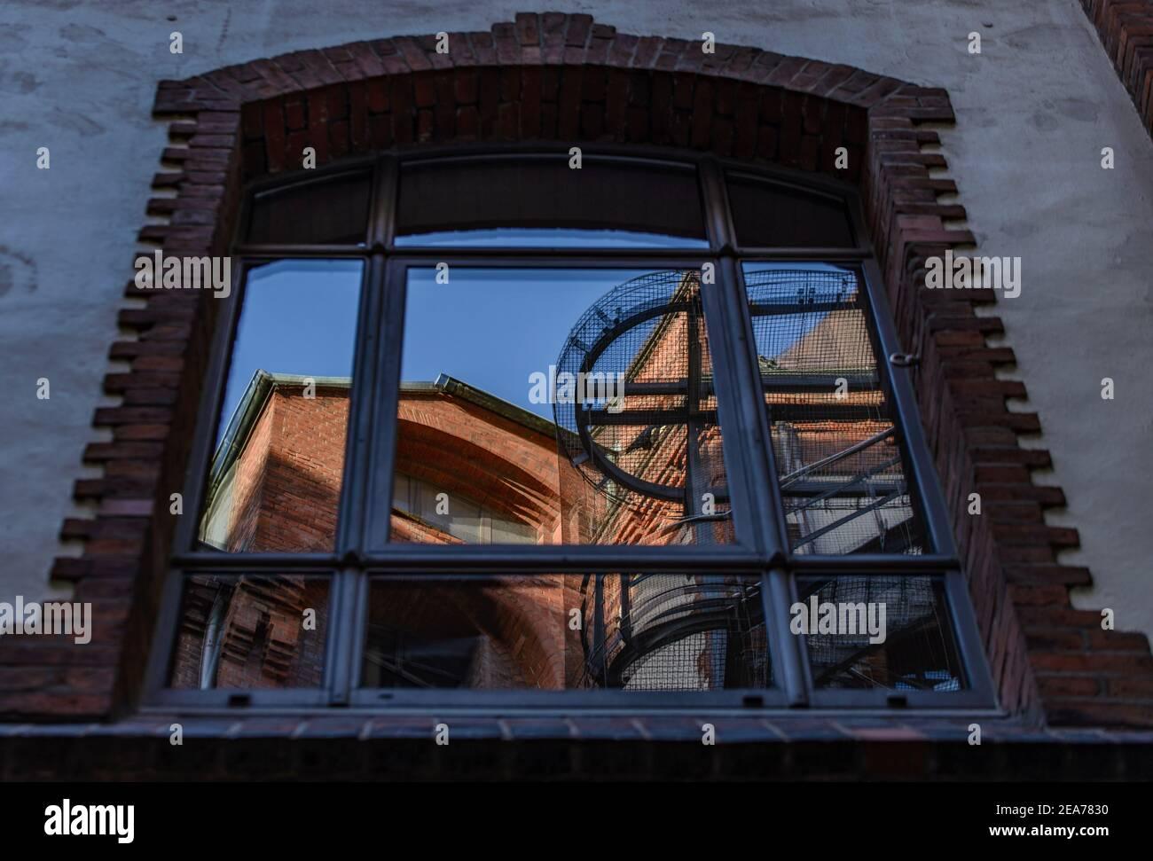 Hamburg Speicherstadt window in Sandthorquaihof Stock Photo