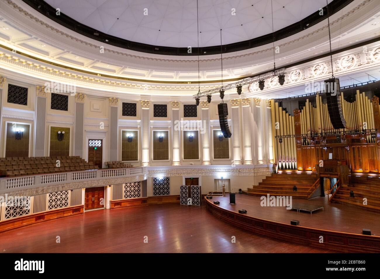 brisban city hall The Main Auditorium and its circular design with fluted pilasters around the perimeter is based on the Pantheon of Rome.   a five-ma Stock Photo
