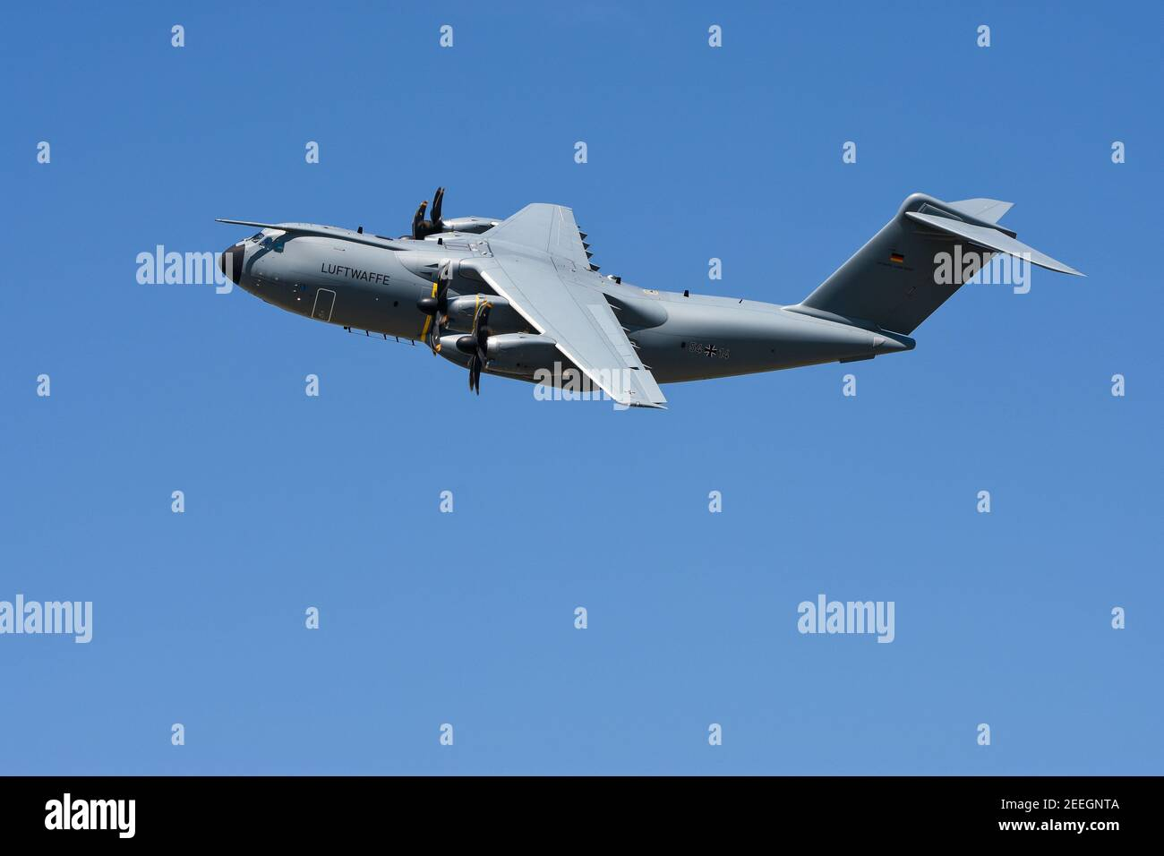 """07.06.2018, Wunstdorf, Lower Saxony, an Airbus A400M """"Atlas"""" in flight, taken on spotterday on Air Transport Wing 62. The Airbus A400M has been replacing transport aircraft from seven NATO countries since 2013. In the German Air Force, the A400M is to replace the old Transall C-160 from the 1960s. With a higher payload, range and speed, the A400M should have the same capabilities and also be able to be used as a tanker aircraft. The first A400M was delivered to Germany at the end of 2014, the last of 53 pieces is to take place in 2026.   usage worldwide Stock Photo"""