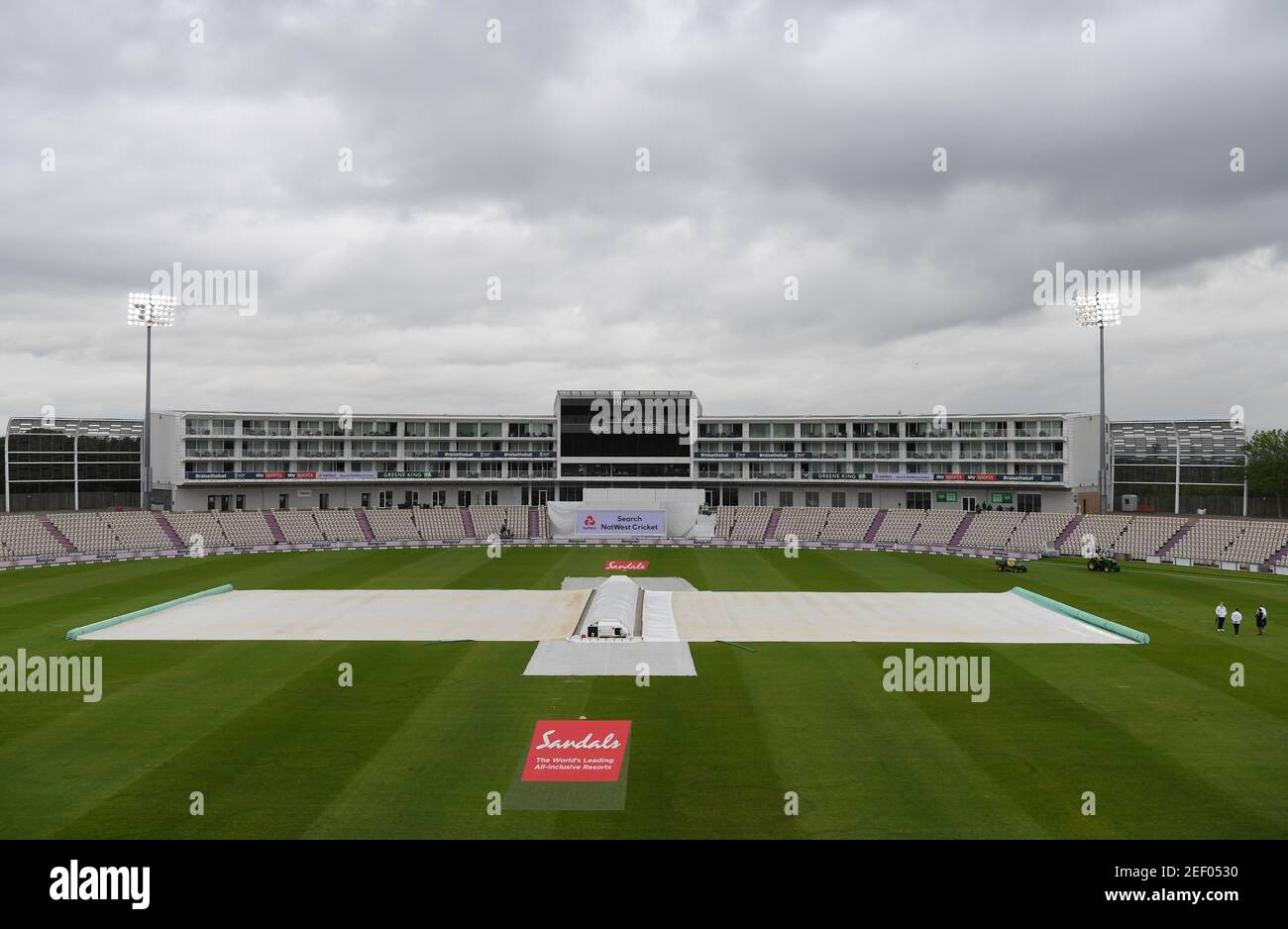 Cricket - First Test - England v West Indies - Rose Bowl Cricket Stadium, Southampton, Britain - July 8, 2020   A general view of the pitch covered during a rain delay, as cricket resumes behind closed doors following the outbreak of the coronavirus disease (COVID-19)   Mike Hewitt/Pool via REUTERS Stock Photo