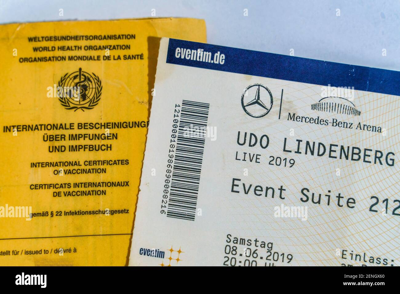 Impfpass und Konzertkarte Udo Lindenberg von Eventim in der Mercedes Benz Arena 2019. Der Konzertveranstalter CTS Eventim will eventuell fuer die Teil Stock Photo