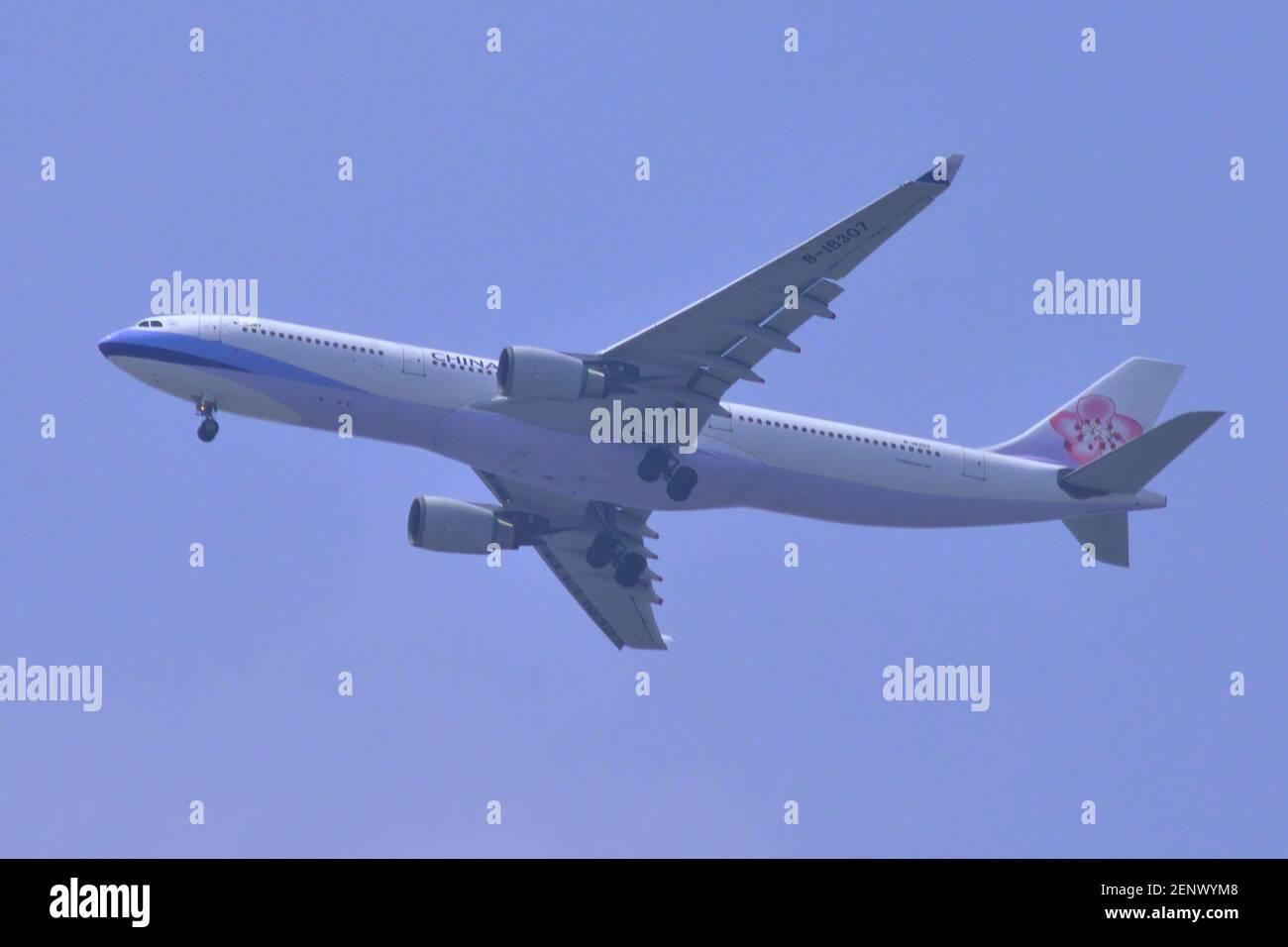 China Airlines, Taiwan, Airbus, A330-300, B-18307, Final approach, Landing, Tokyo Haneda Airport, Tokyo, Japan Stock Photo