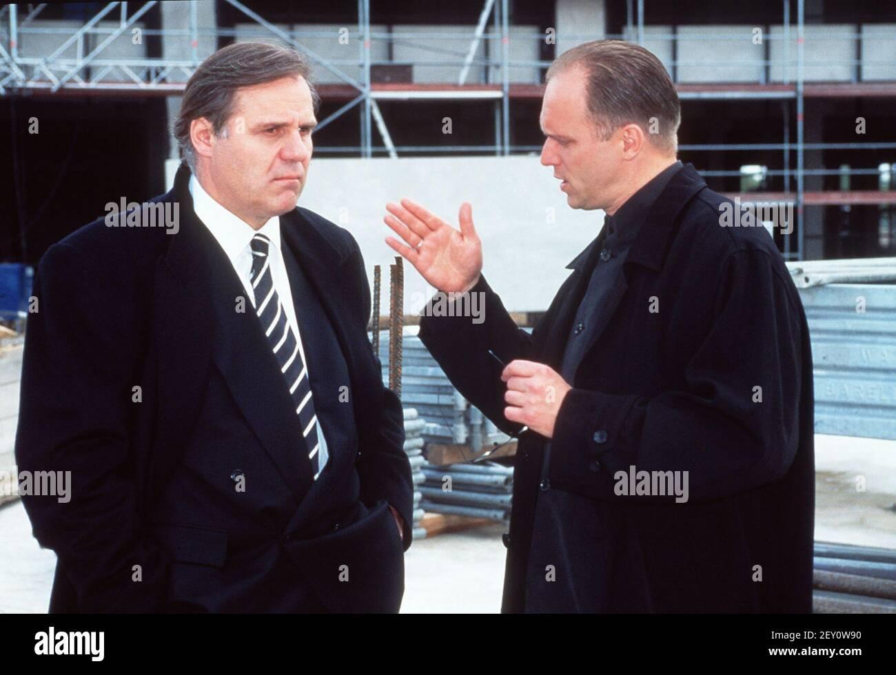 Freier Fall, Fernsehfilm, 1997, Szene: Josef Bierbichler als Edgar Wurlitzer und Ulrich Tukur als Werner März. Freier Fall, TV movie, 1997, scene: Josef Bierbichler and Ulrich Tukur Stock Photo