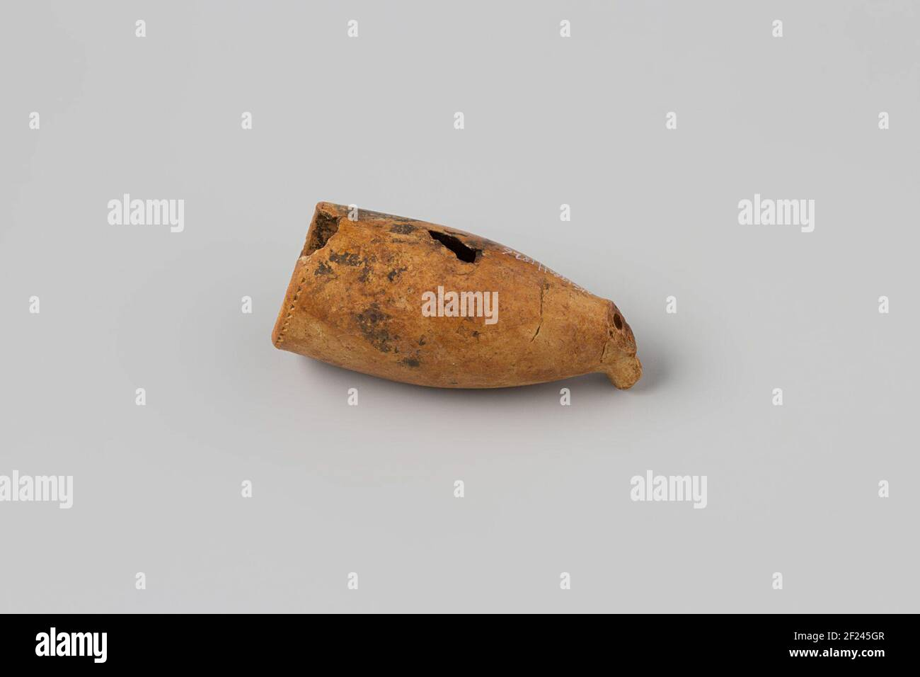 Pijpenkop from the wreck of the East India Hollandia.Pipe, Bowl, Healmar: Crowned 47; Fragment, 2HSM1.2. Stock Photo