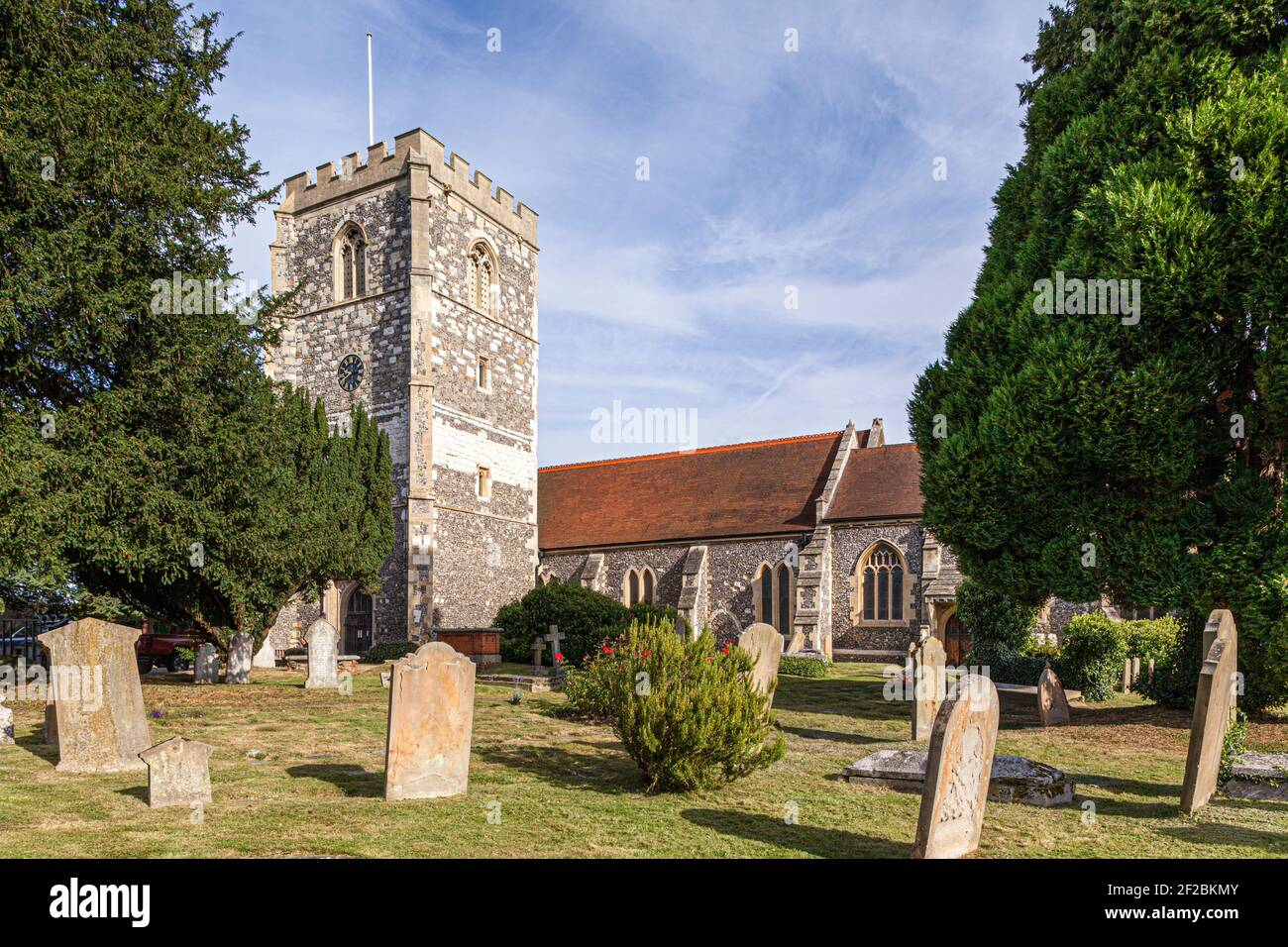 """St Michaels church, Bray, Windsor and Maidenhead, UK - made famous by the satirical 18th century song """"The Vicar of Bray"""" Stock Photo"""