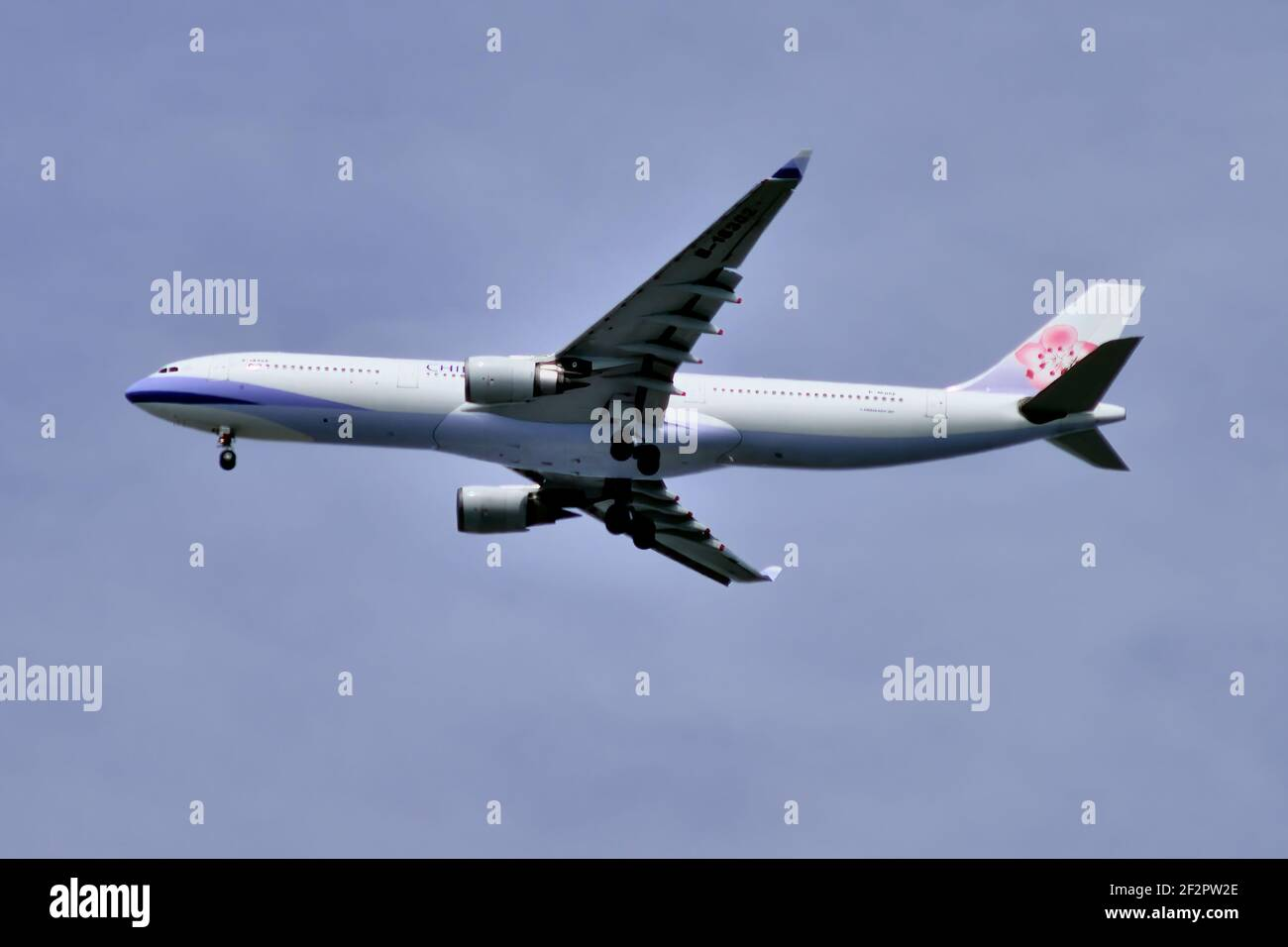 China Airlines, Taiwan, Airbus, A330-300, B-18302, Final approach, Landing, Tokyo Haneda Airport, Tokyo, Japan Stock Photo