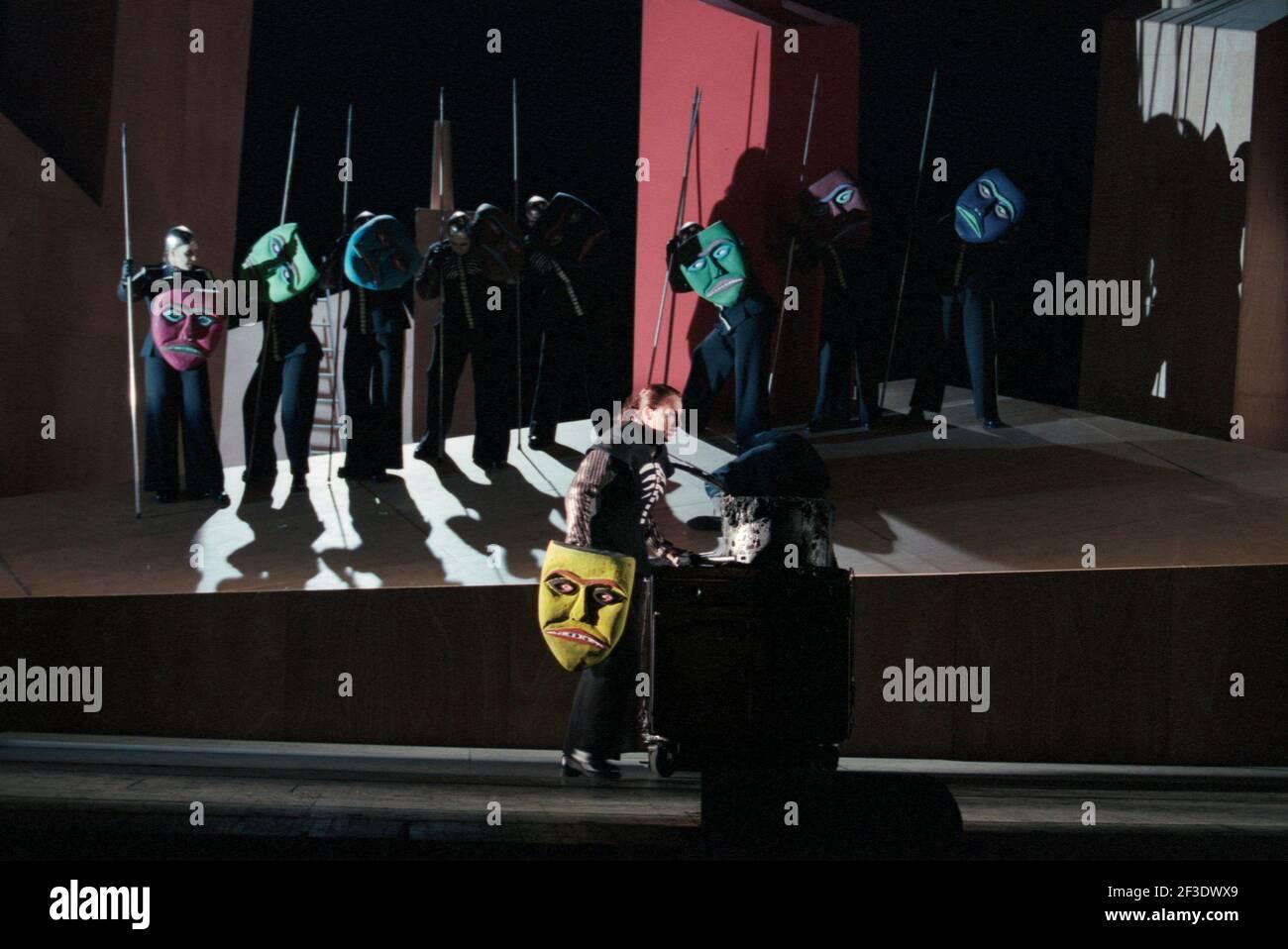 Deborah Polaski (Brunnhilde) with Valkyries in DIE WALKURE by Wagner at the The Royal Opera, Covent Garden, London WC2  30/09/1996  conductor: Bernard Haitink  design: Nigel Lowery  lighting: Pat Collins  director: Richard Jones Stock Photo