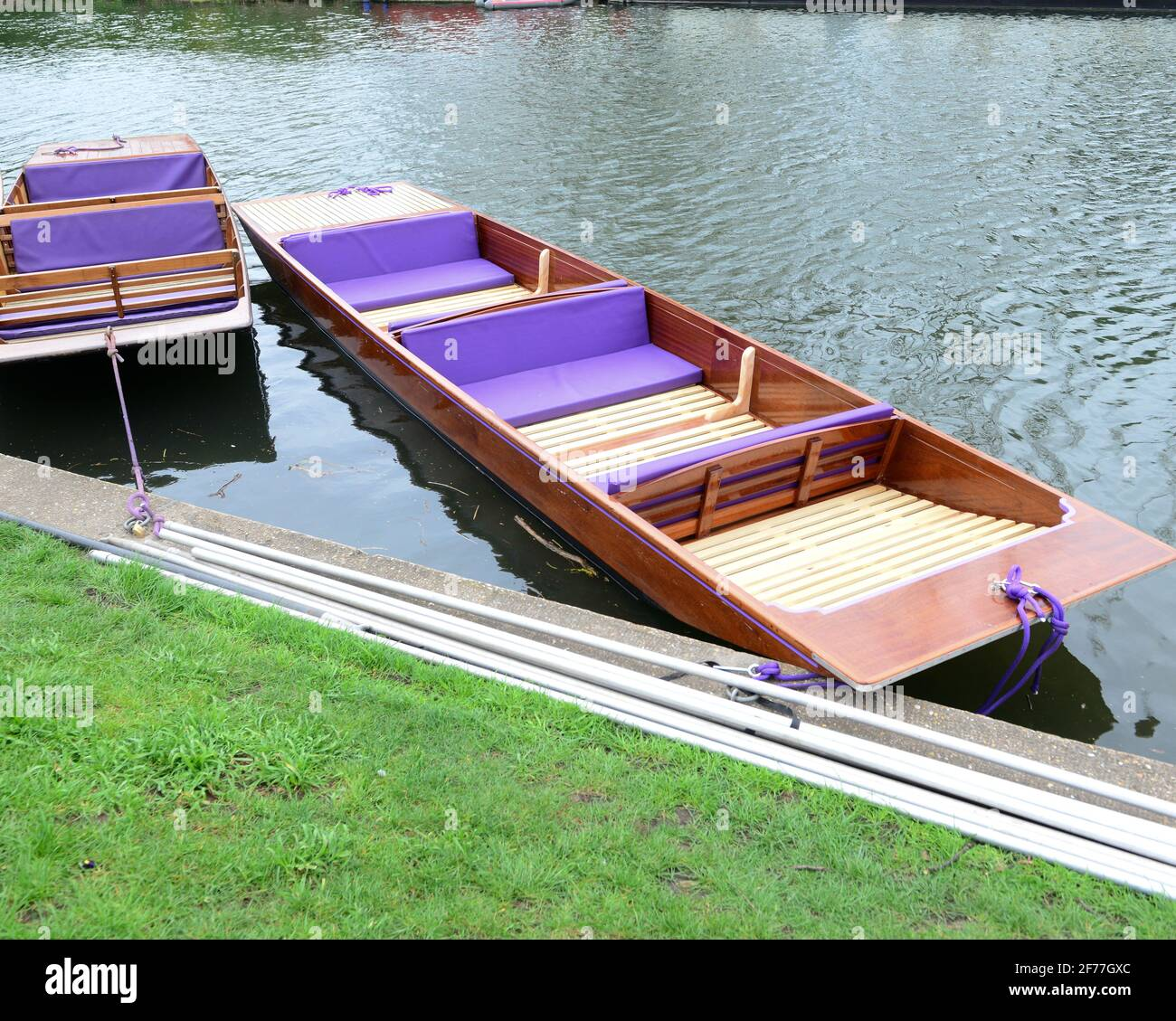 cambridge, UK, England, 03-04-2021. Empty colourful leisure punts moored at river edge, The mode of transort is used to take sight seeing tourists alo Stock Photo